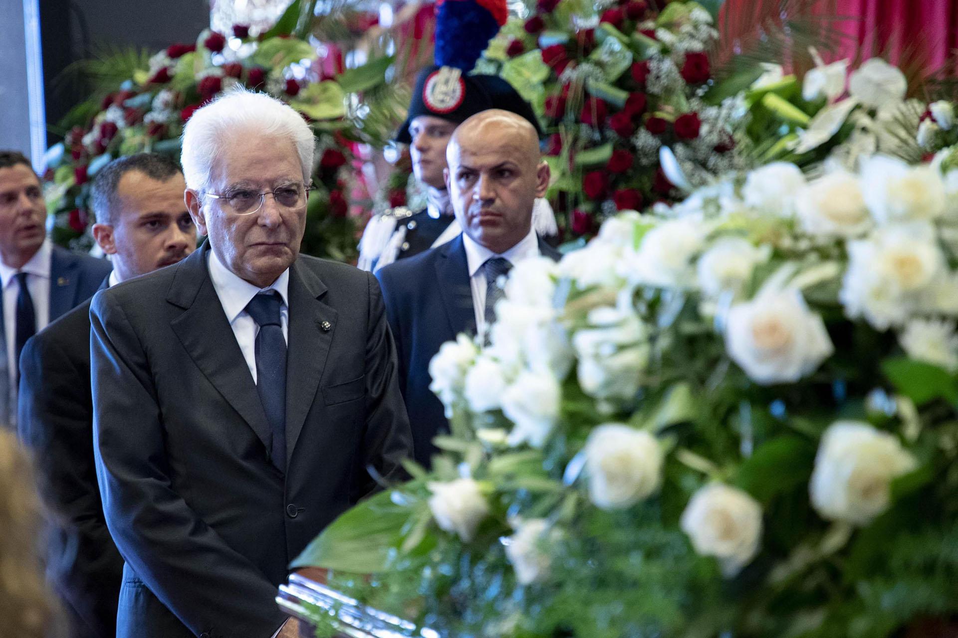 El presidente Sergio Mattarella asistió al funeral. EFE