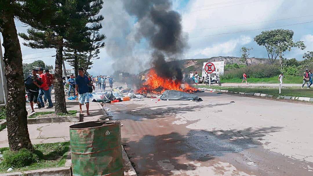 Ciudadanos brasileños se manifiestan contra la presencia de inmigrantes venezolanos (EFE)