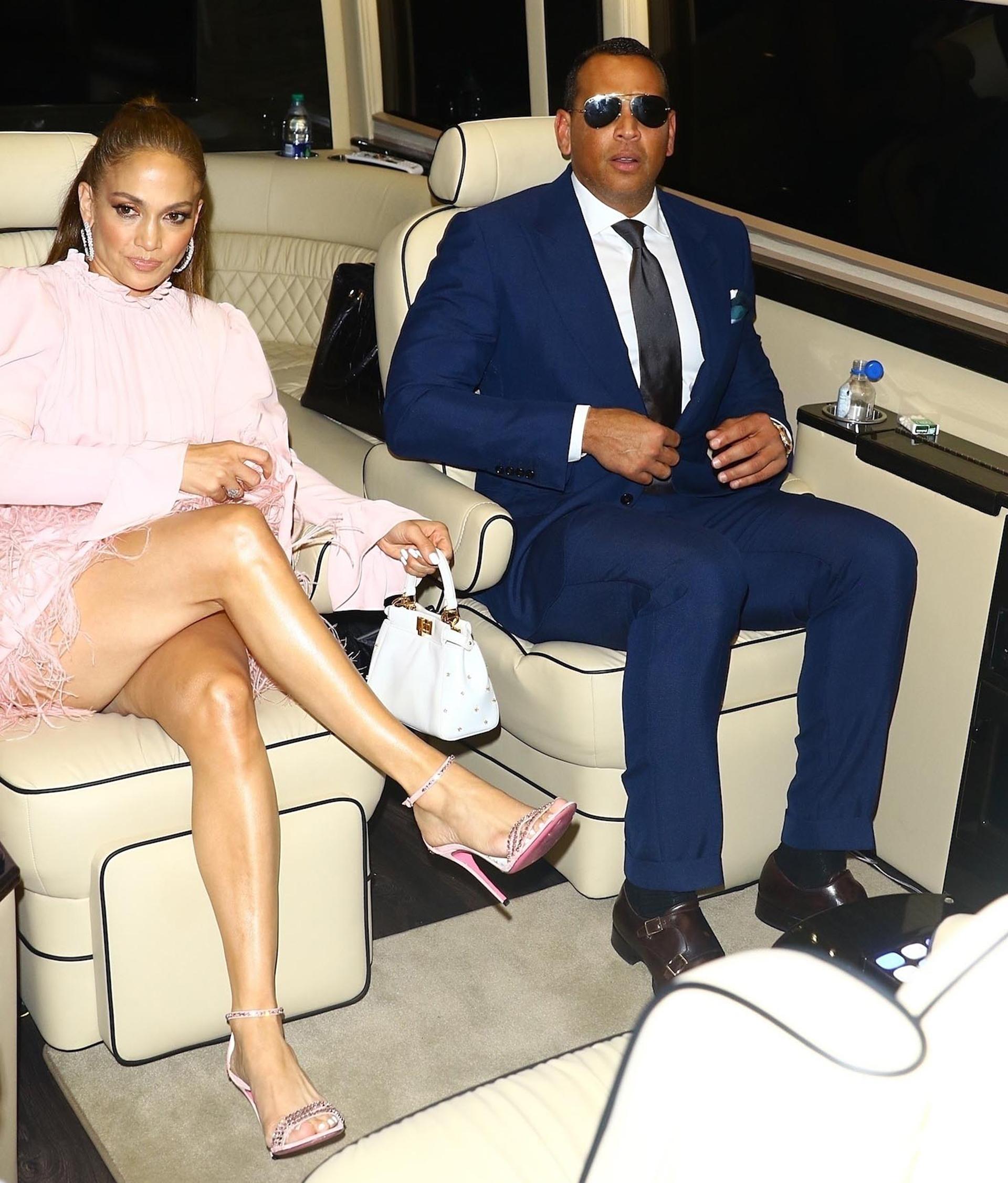 A los 49 años, Jennifer Lopez continúa cautivando con su dinamismo y belleza, y la diferencia de edad con su pareja, de 43 años, no parece preocuparle