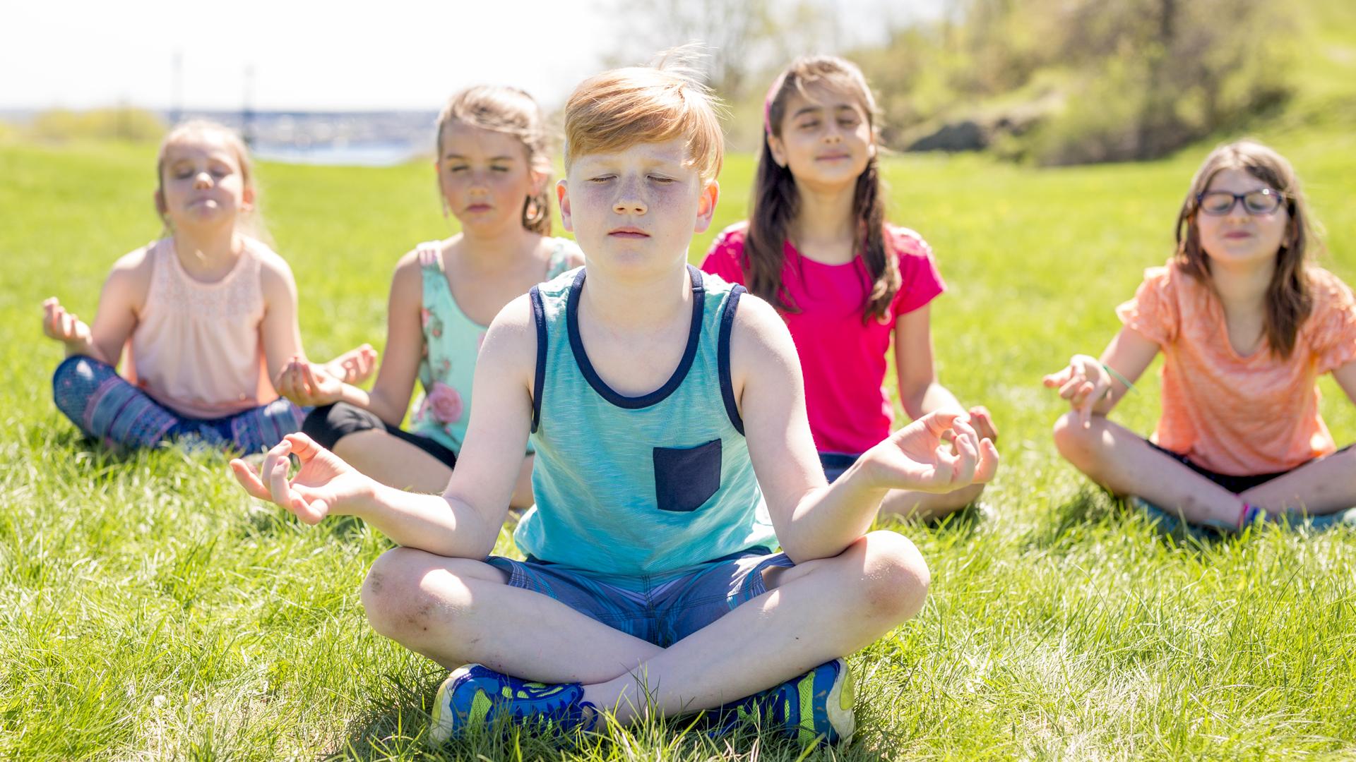 Sueño,ejercicio, nutrición, atención plena, salud mental y relaciones sanas son claves para la salud.