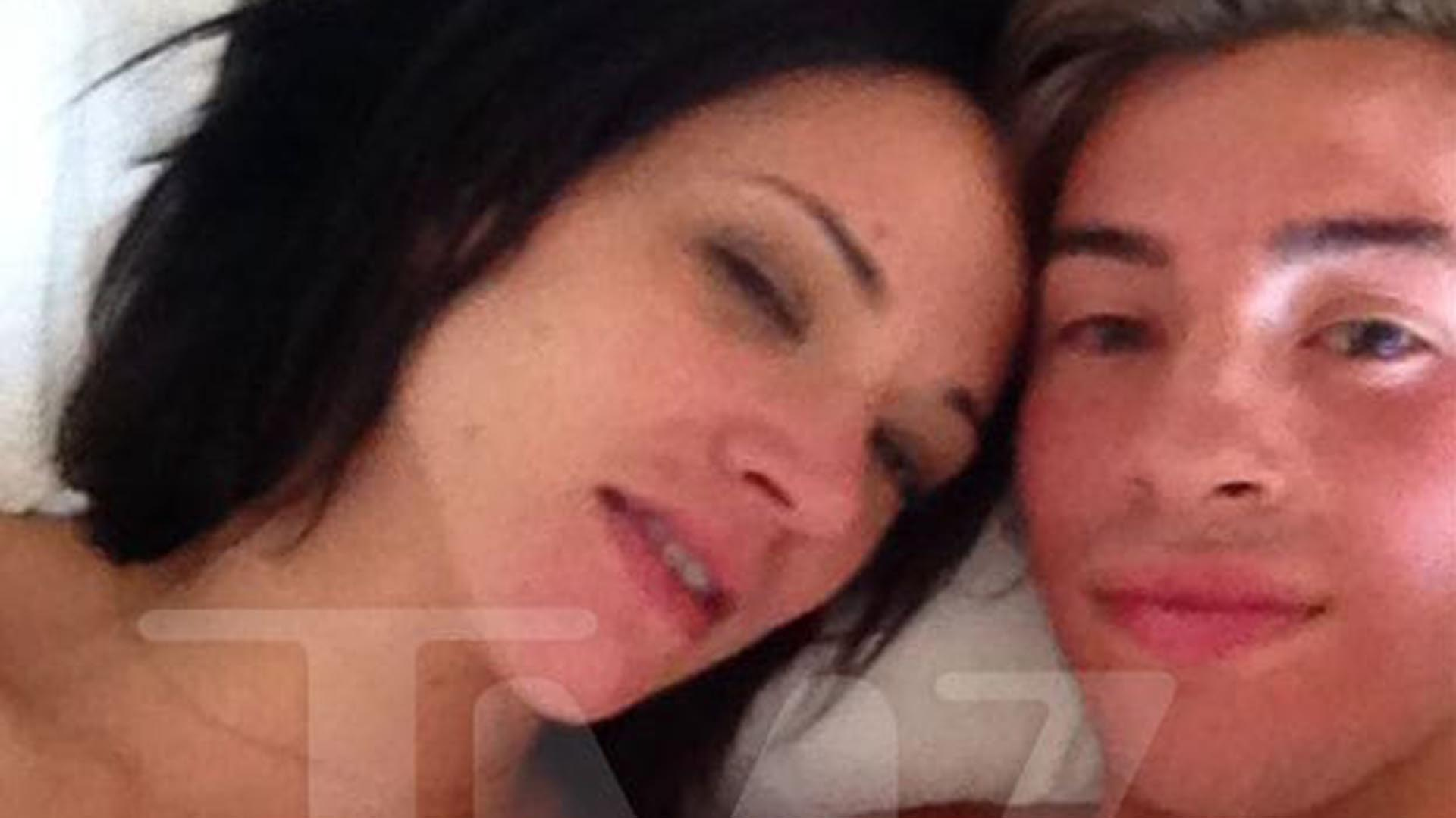 Una de las fotos que se filtraron del encuentro sexual entre Asia Argento y Jimmy Bennett
