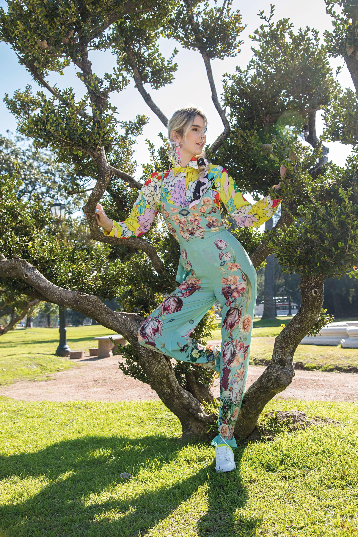 Camisa estampada ($ 3.639, Melocotón), mono de crepé recto ($ 10.000, Natalia Antolin) y zapatillas de cuero bicolor ($ 2.799, Aldo para Falabella).(Foto: Fernando Venegas/ Para Ti)