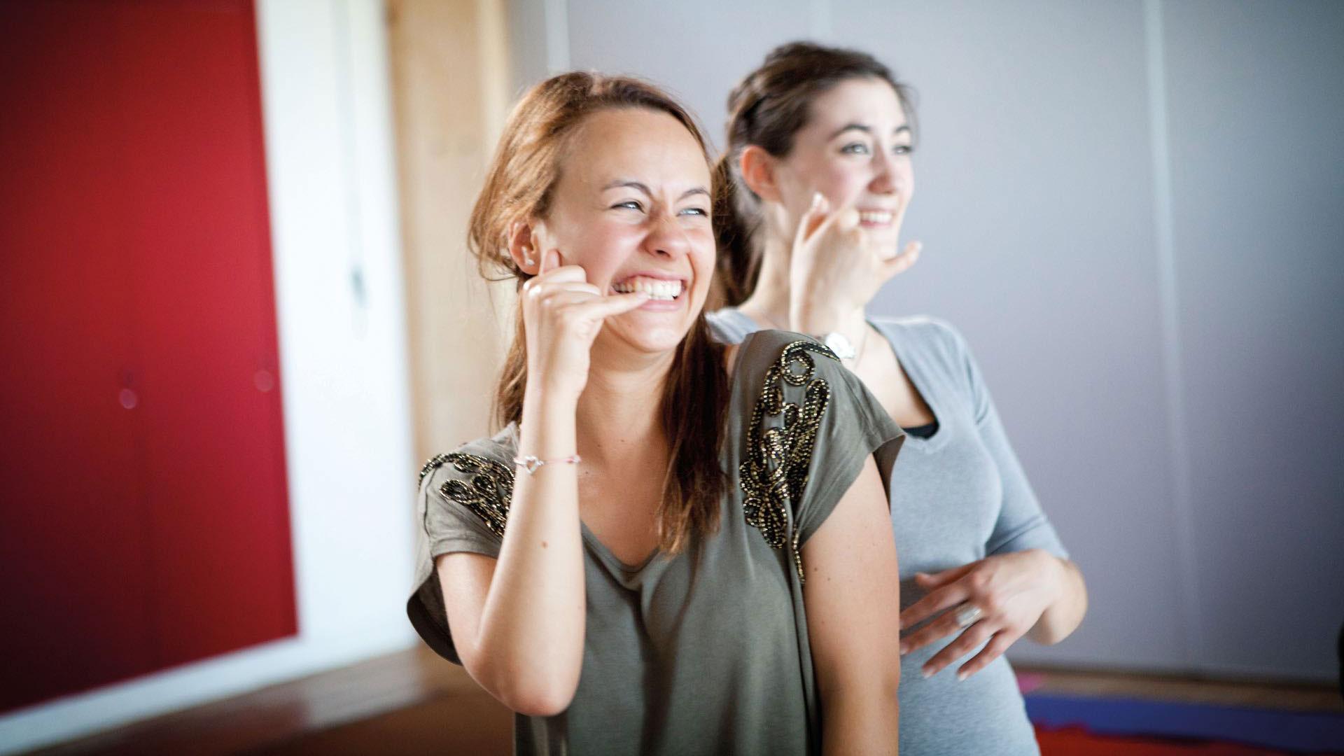 """""""Al reír suben losniveles de ciertashormonas, comola endorfina y laserotonina,y eso impacta enuna sensación debienestar"""".Marietta Albornoz,piscóloga y fundadoradel Club Risotadas."""