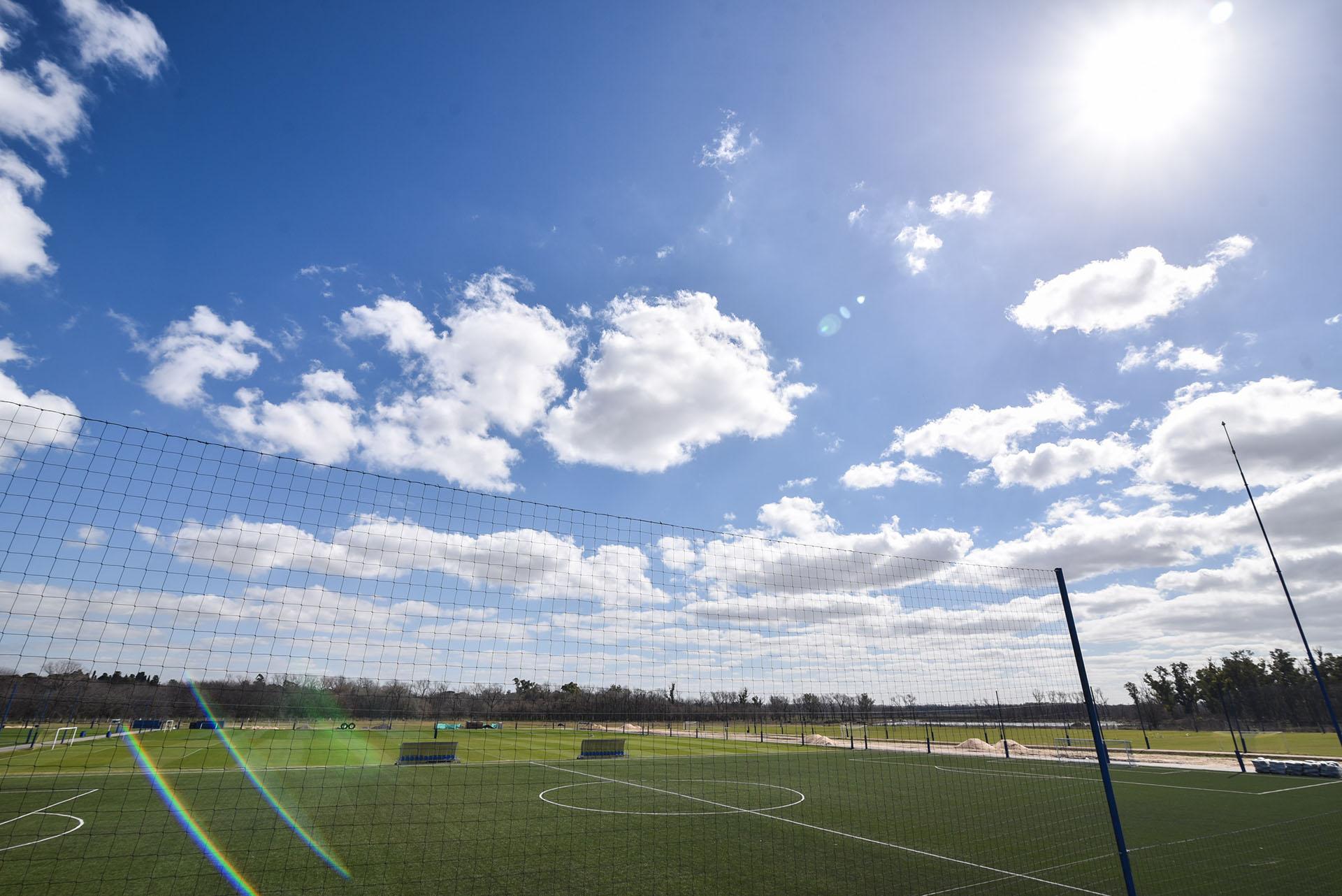 La dirigencia proyecta la confección de un ala paralela para el fútbol profesional: contará con tres canchas con césped natural y una de césped artificial cubierta (Guille Llamos)