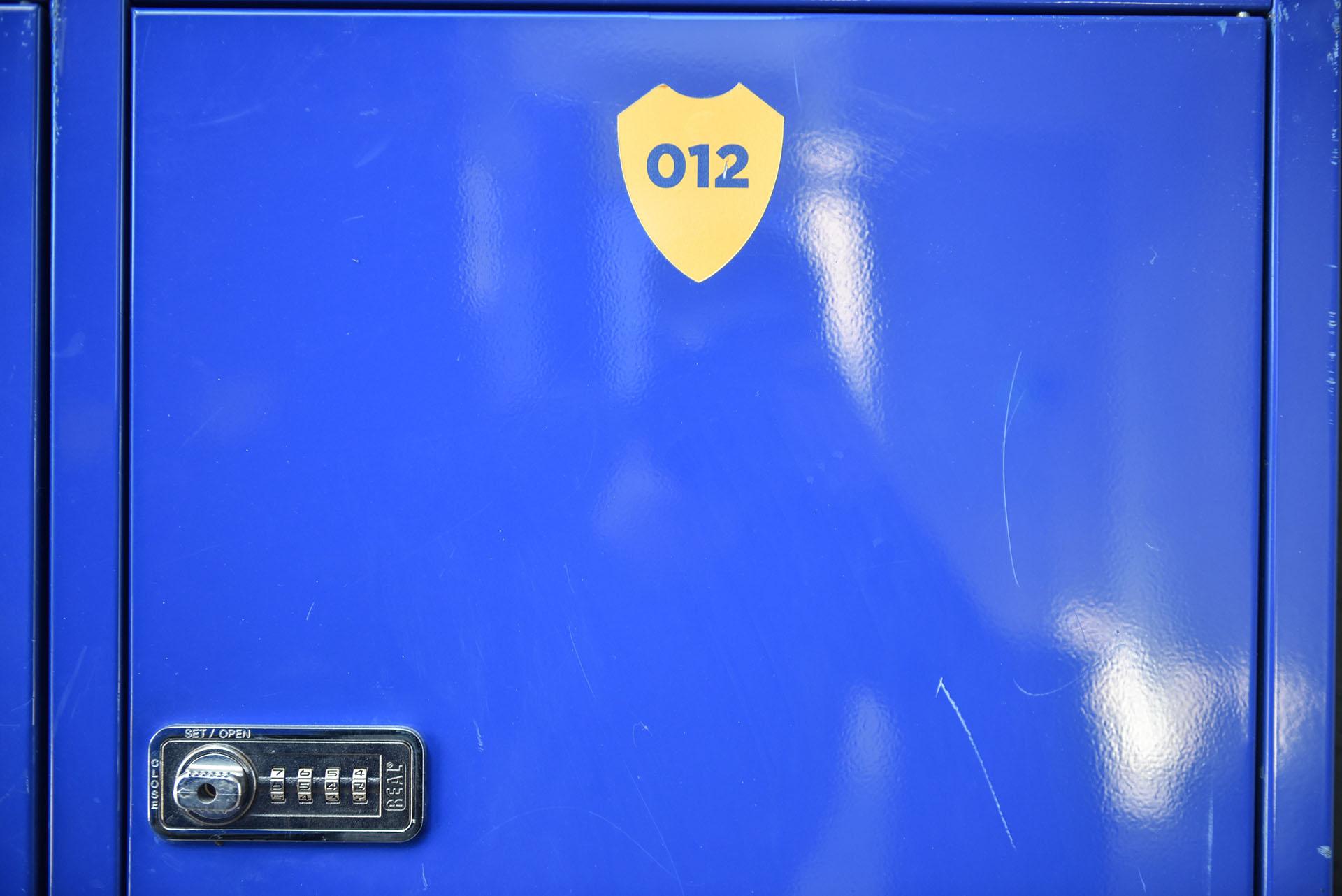 Los jugadores de inferiores disponen de un casillero para guardar sus pertenencias (Guille Llamos)