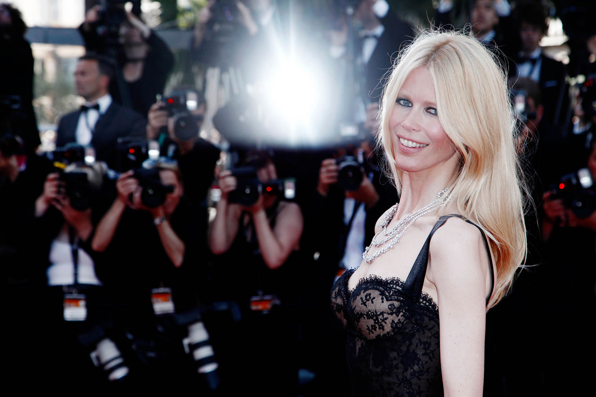 "Claudia Schiffer en la premiere de ""This Must Be The Place"", en la edición número 64 del Festival de Cine de Cannes (Grosby Group)"