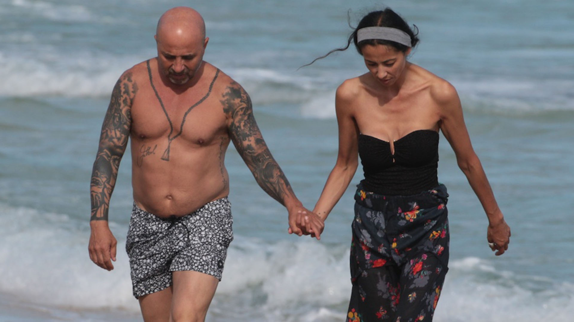 Jorge Sampaoli pasea por las playas de Miami junto a su novia (Splash News/The Grosby Group)