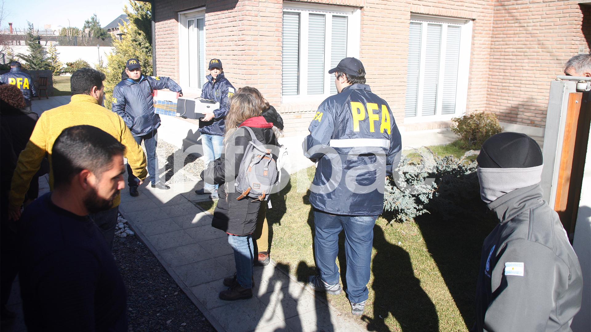 El allanamiento en la casa de Río Gallegos empezó un poco más tarde que el de Recoleta y terminó varias horas antes