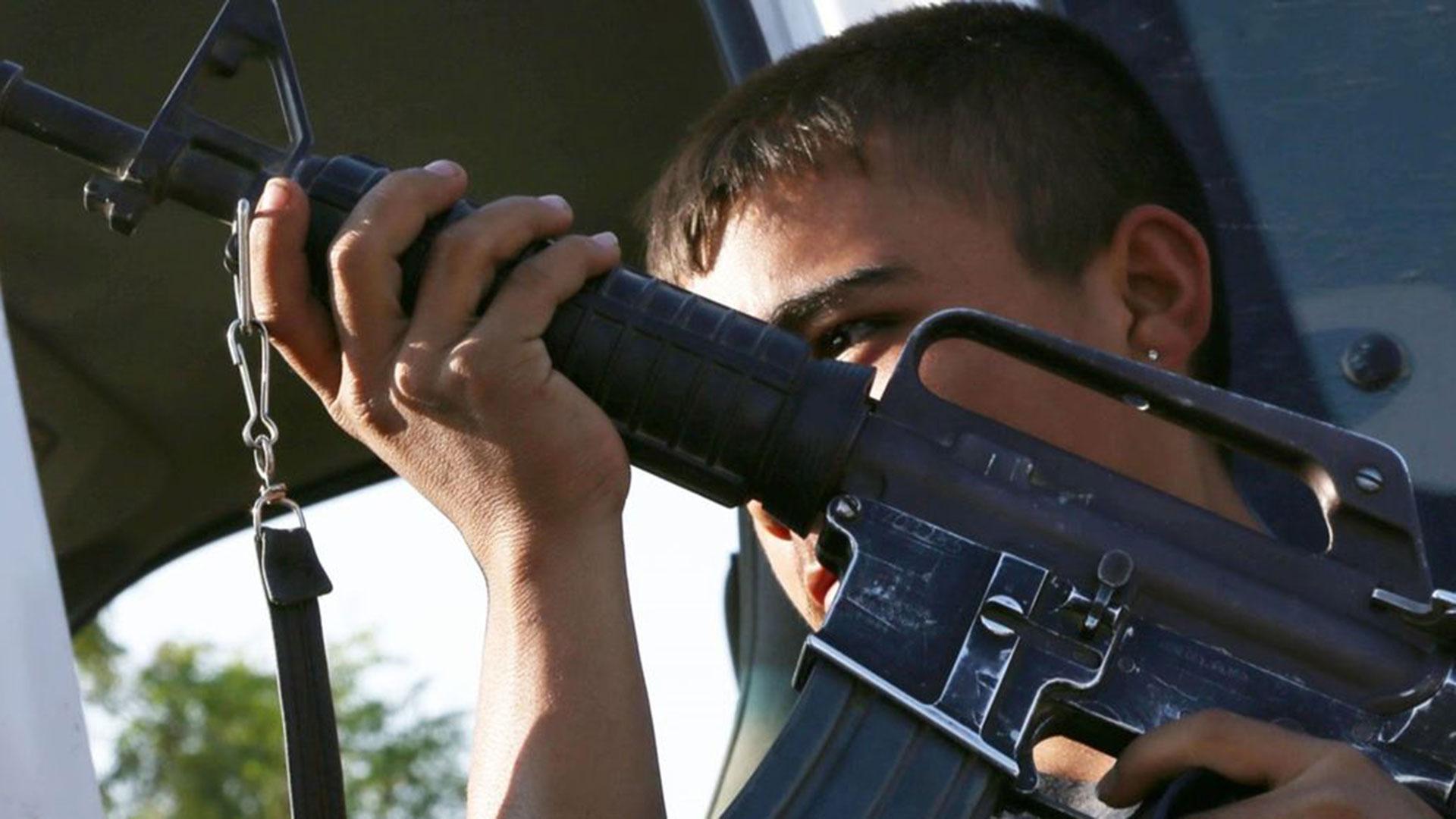 Los adolescentes son reclutados por el crimen organizado entre los 11 y los 12 años