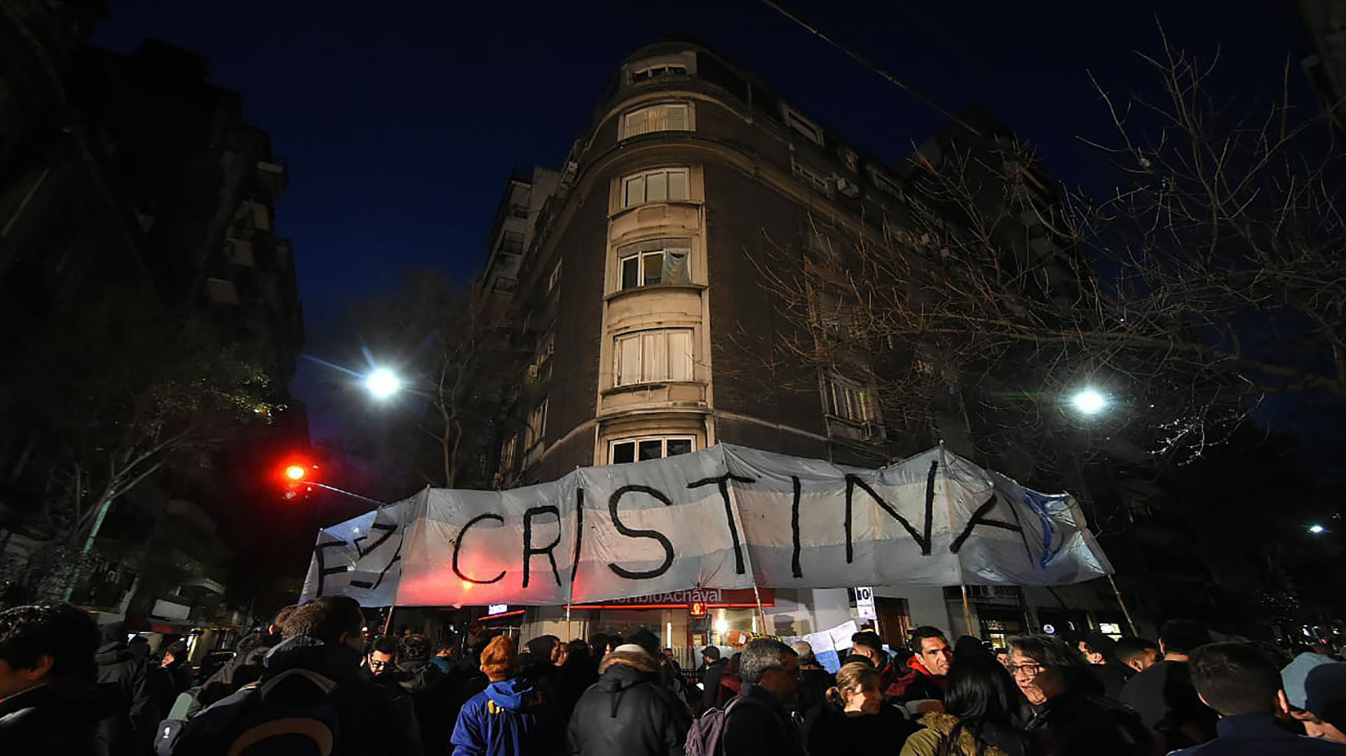 Un grupo de militantes mantuvo la vigilia desde el miércoles a la noche