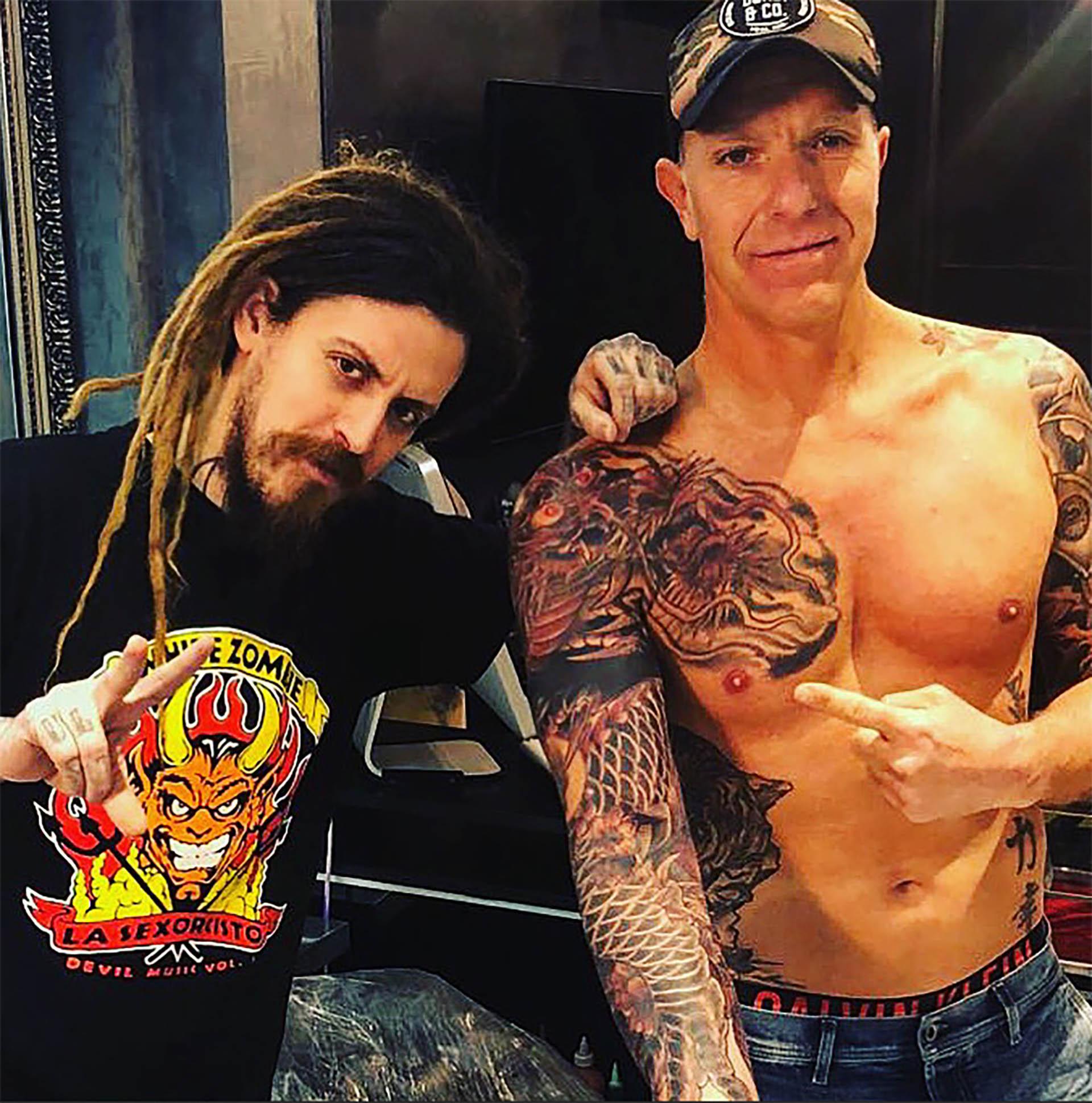 Alejandro Fantino mostró cómo quedó el enorme tatuaje que se realizó en uno de sus brazos y parte de su torso. El conductor se sometió a largas sesiones para completar este diseño de estilo oriental
