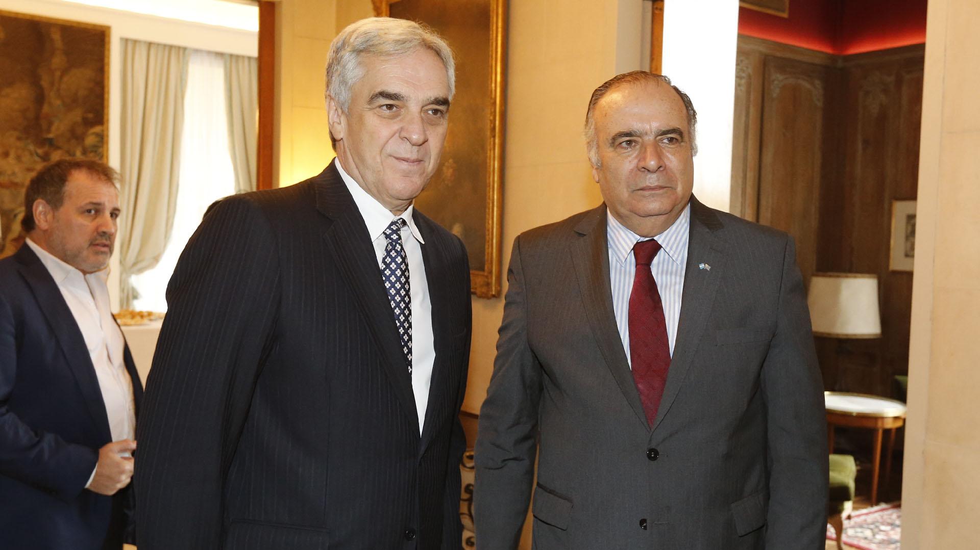 Javier Sandomingo Núñez, embajador de España en la Argentina, y Héctor Lescano Fraschini, embajador de Uruguay en la Argentina