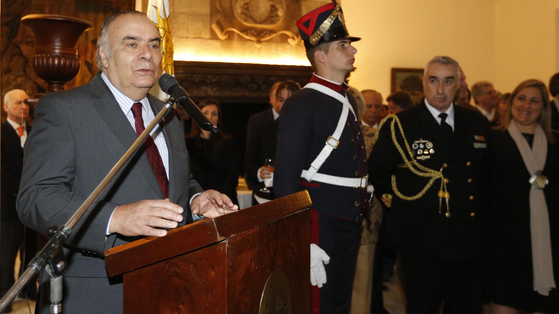 El embajador de Uruguay en la Argentina, Héctor Lescano Fraschini, durante su discurso en la tradicional recepción que se ofreció en la embajada, en el marco de la celebración de los 193 años de la Independencia de la República Oriental del Uruguay, ocurrida el 25 de agosto de 1825