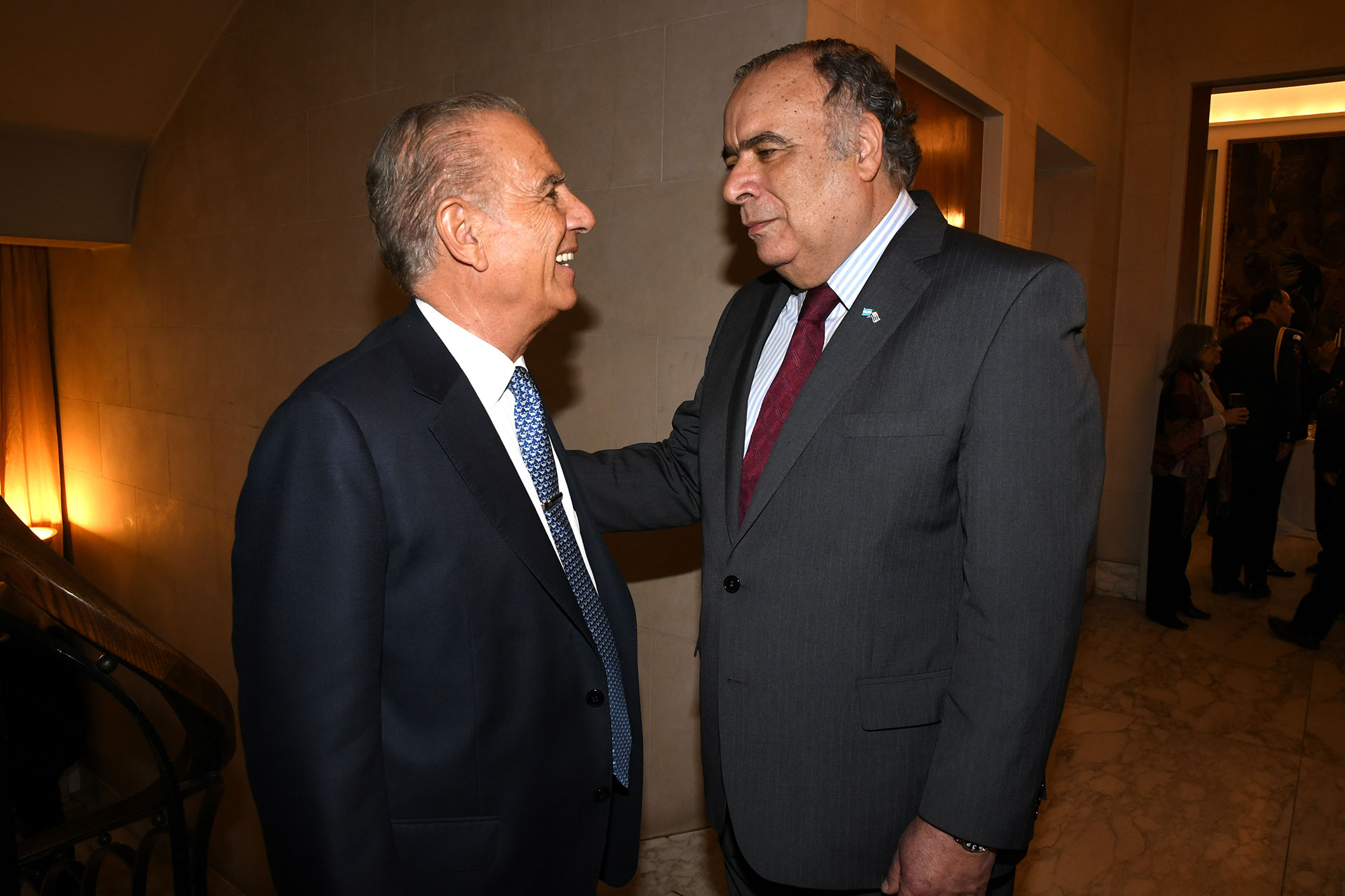 El embajador Héctor Lescano recibe al empresario, Alejandro Bulgheroni
