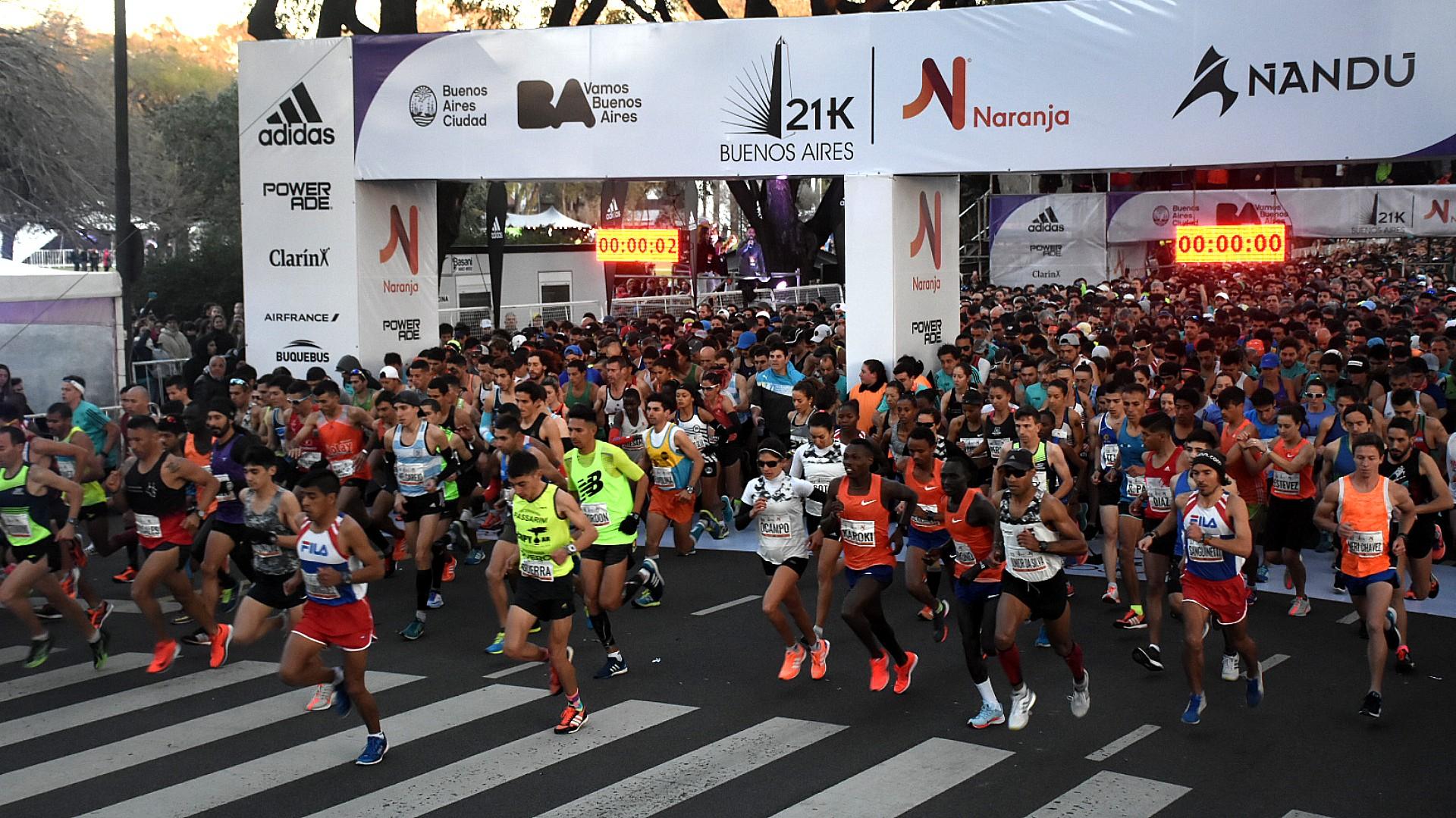 Hombres, mujeres, gente de todas las edades se consagró para la media maratón de Buenos Aires, uno de los eventos deportivos más convocantes de su tipo