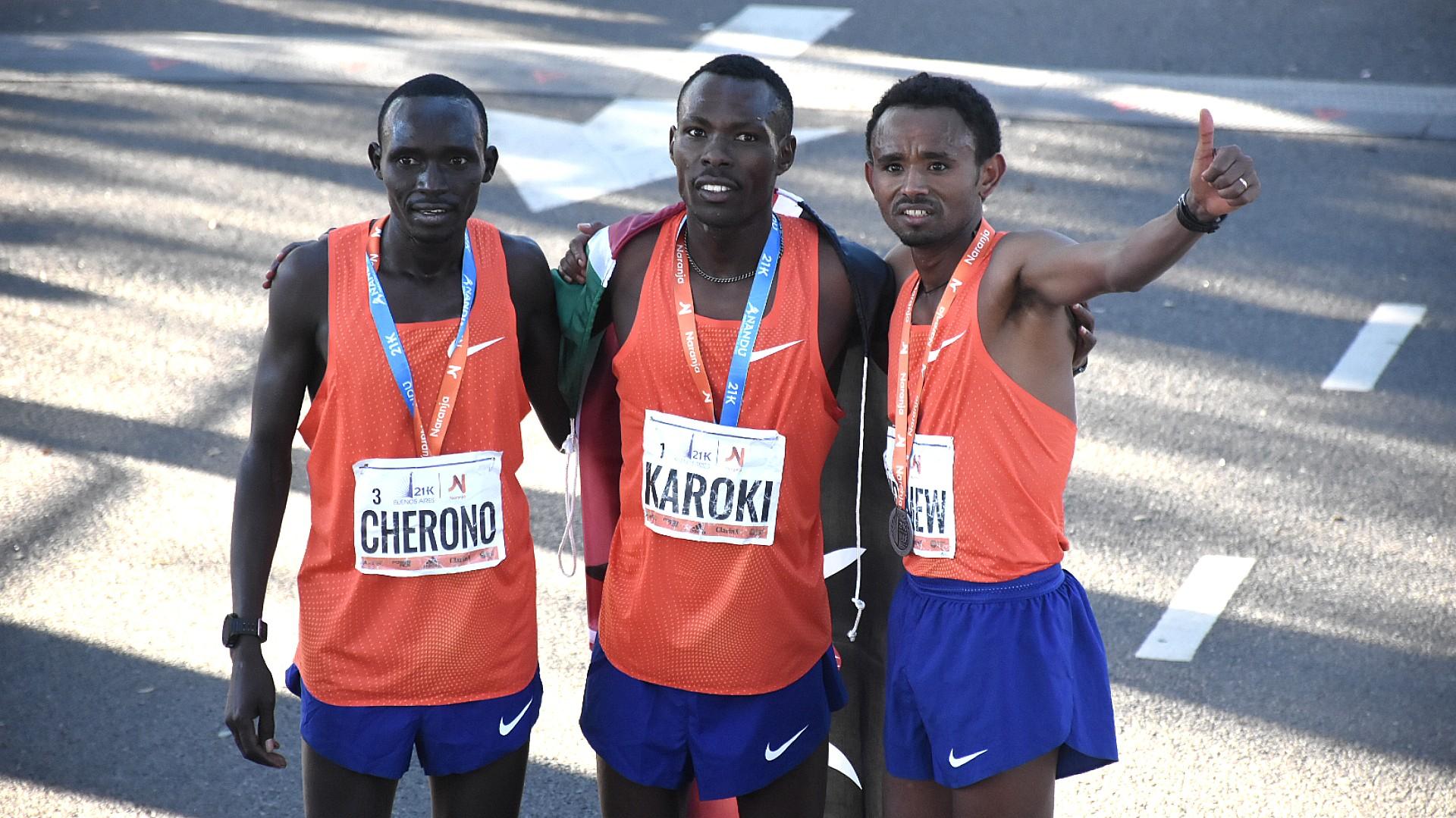 Los tres ganadores africanos, agotados pero felices de haber finalizado entre los tres primeros