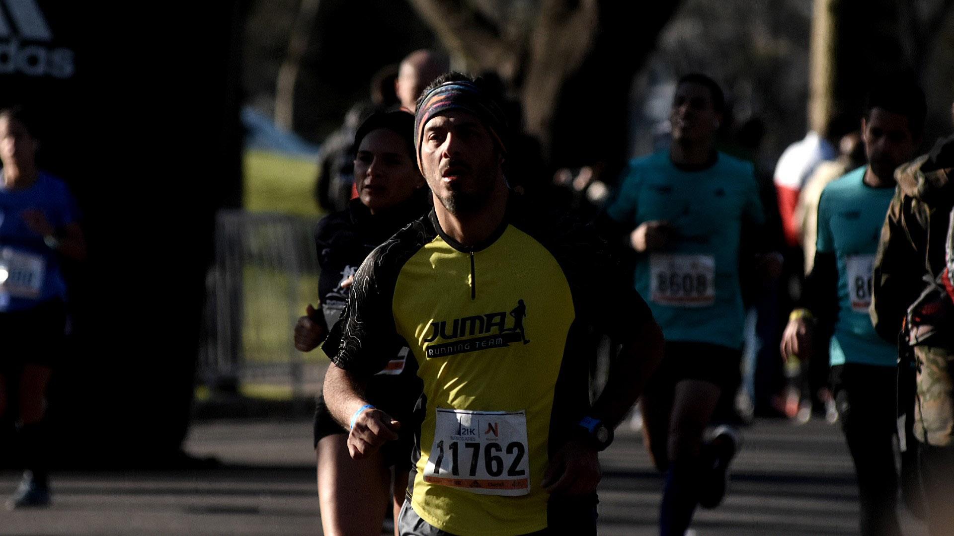 Ya cansados pero muy motivados, los últimos runners comenzaban a llegar a la meta