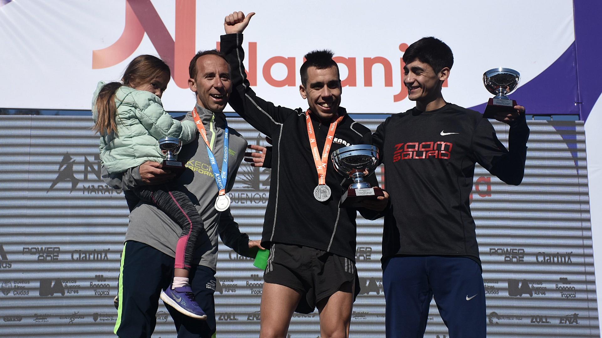 El podio de los argentinos: Julián Molina fue el primeo en llegar, con 1:04:18. Le siguieron Eulalio Muñoz con 1:04:22 y Mariano Nicolás Mastromarino, con 1:04:24