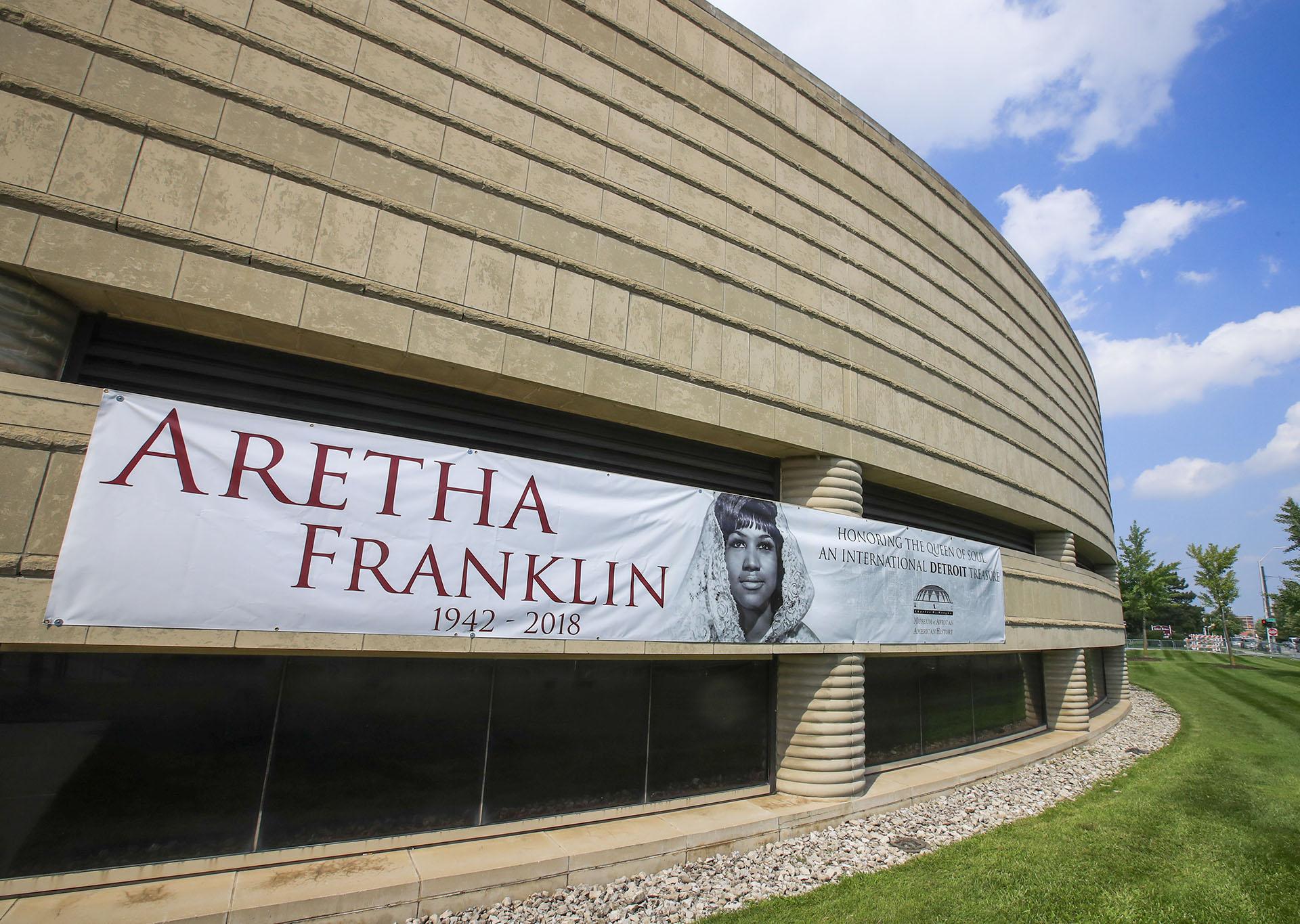 Un cartel en el Museo de Historia Afroamericana Charles H. Wright donde son velados los restos de Aretha Franklin