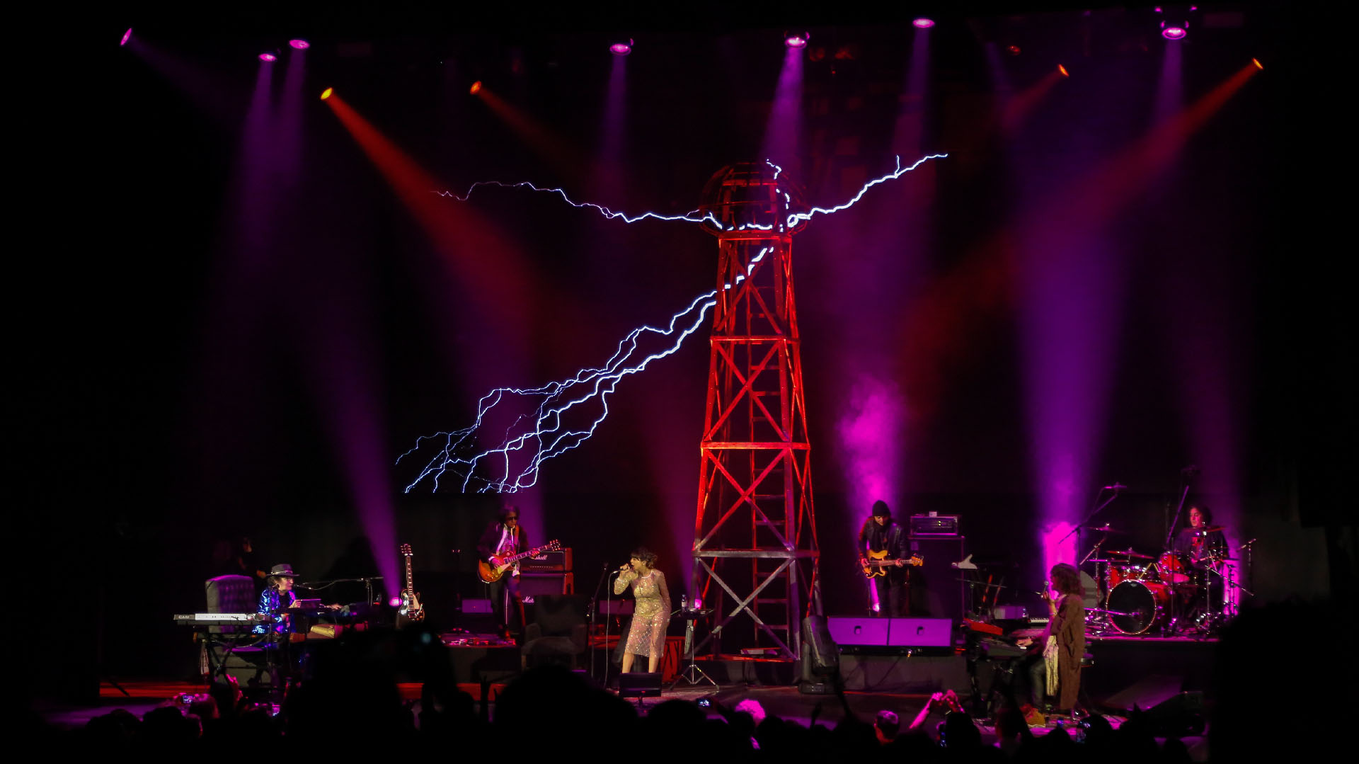 """El cantante presentó su trabajo """"La torre de Tesla"""""""