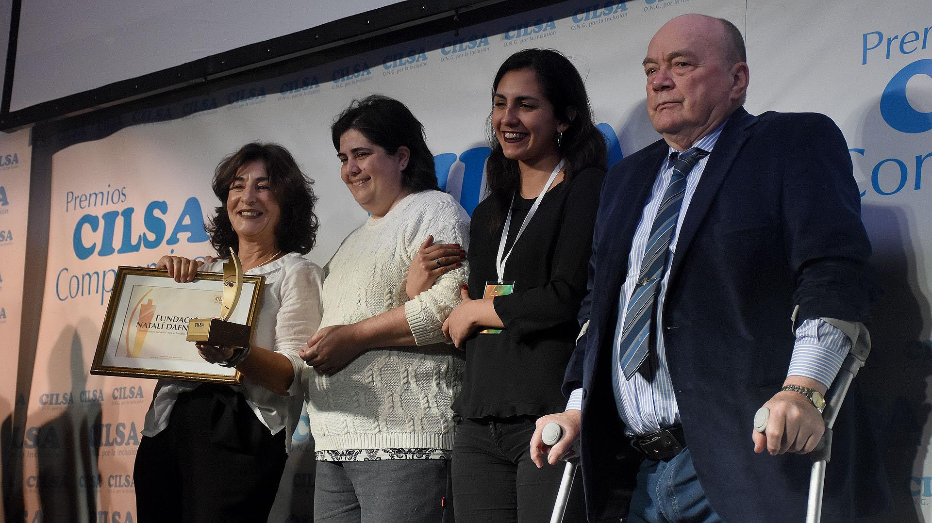 """Premio """"Juan L. Vega"""" al Modelo de Vida Comprometido para Edith Lea Grynszpancholc, fundadora y presidentade la Fundación Natalí Dafne Flexer, una institución creada en 1995 en memoria de su hija Natalí, quien a los 7 años falleció de cáncer"""