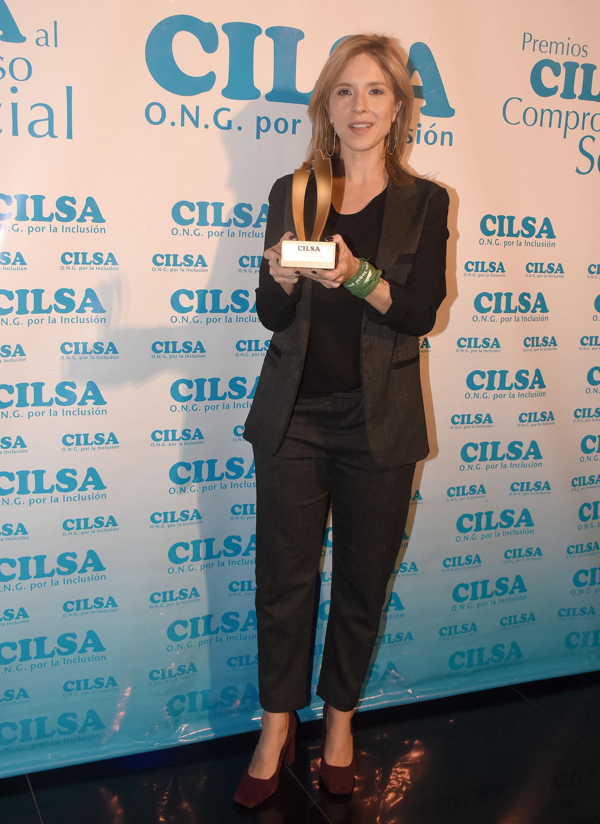 Carla Peterson, madrina de la Fundación Argentina de AFASIA, recibió el premio al Compromiso Social