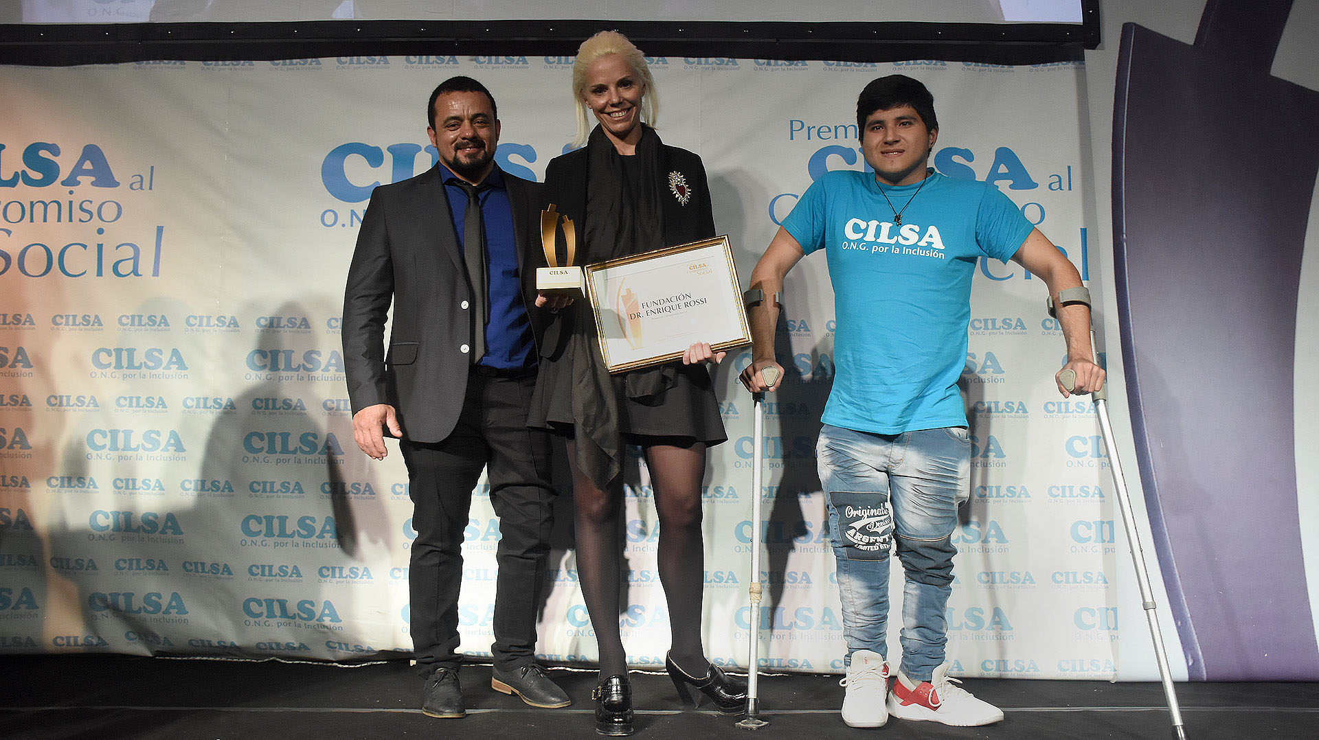 La Fundación Dr. Enrique Rossi recibió el premio al Compromiso Social de la mano de su presidenta y directora, Agustina Rossi