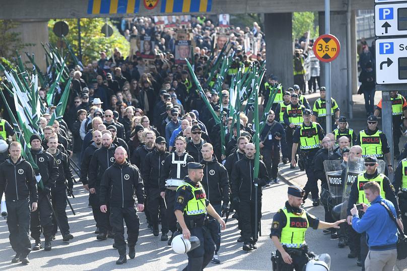 Marcha del Movimiento de Resistencia Nórdico en el centro de Gotemburgo, en Suecia, el 30 de septiembre de 2017.(Fredrik Sandberg/TT News Agency via REUTERS)