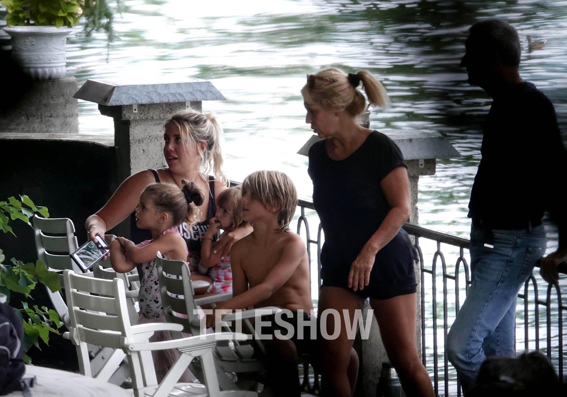 Nora Colosino acompaña a la botinera y a sus nietos (The Grosby Group)