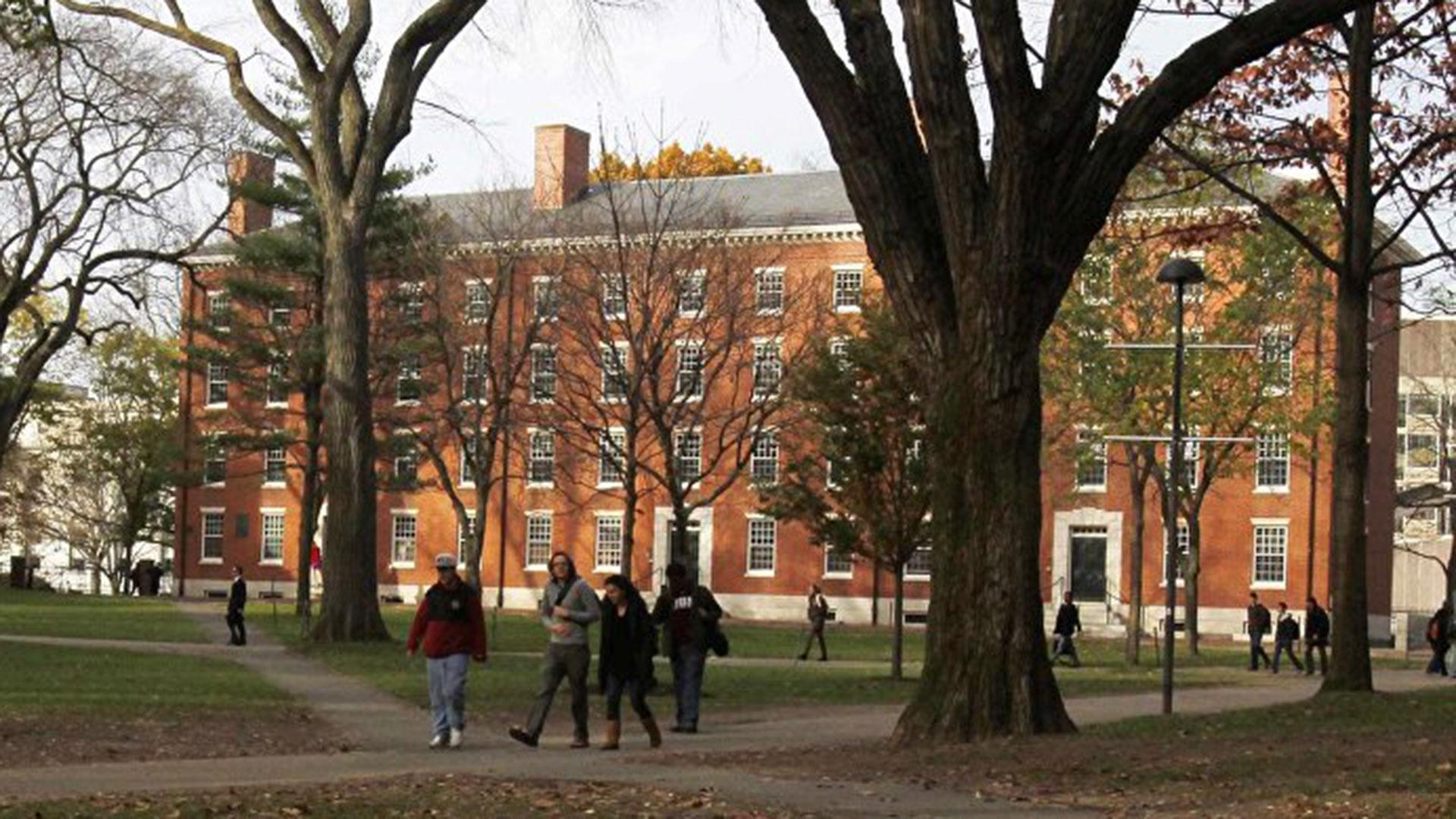 El abogado de Harvard dijo que un fallo en contra eliminaría cupo para latinos y afroamericanos. (Reuters)