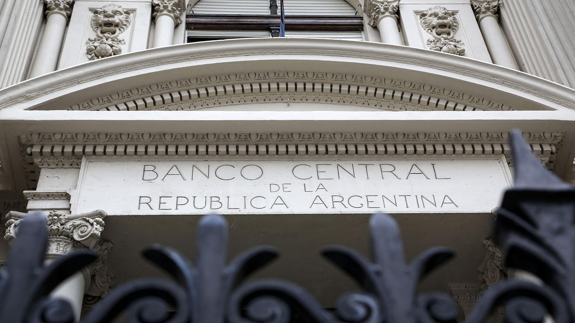 Las licitaciones de dólares del Tesoro se realizarán a través del Banco Central