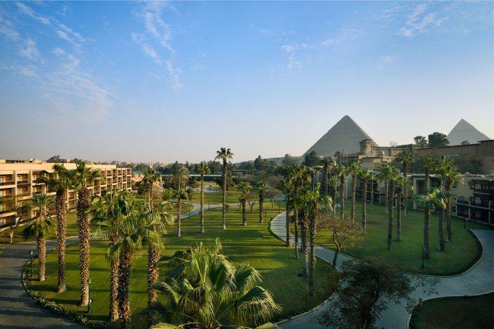 A 45 minutos de la ciudad de El Cairo volvió a recibir huéspedes un alojamiento legendario, desde el cual se ven además 7.000 años de historia. (MarriottMena House)