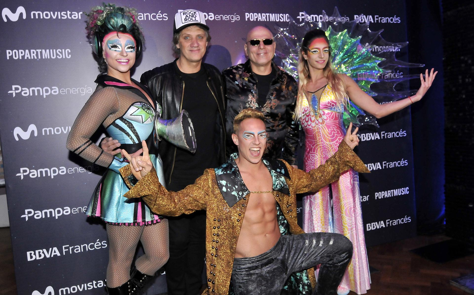 """Charly Alberti y Zeta Bosio junto a artistas del Cirque du Soleil en el reestreno del espectáculo """"Sép7imo Día"""" que se está presentando en el Luna Park (Teleshow)"""