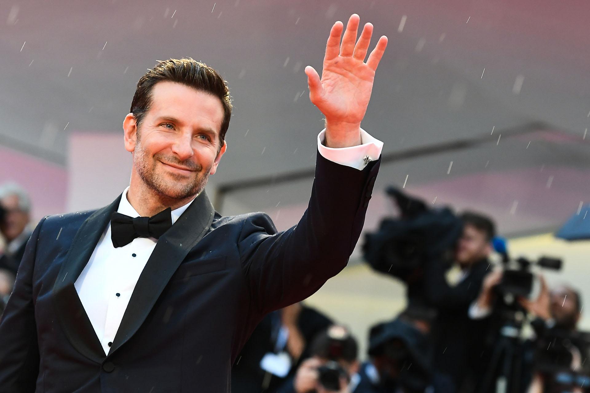 La llegada del protagonista masculino, Bradley Cooper, quien llegó a Venecia acompañado por su pareja, la modelo Irina Shayk