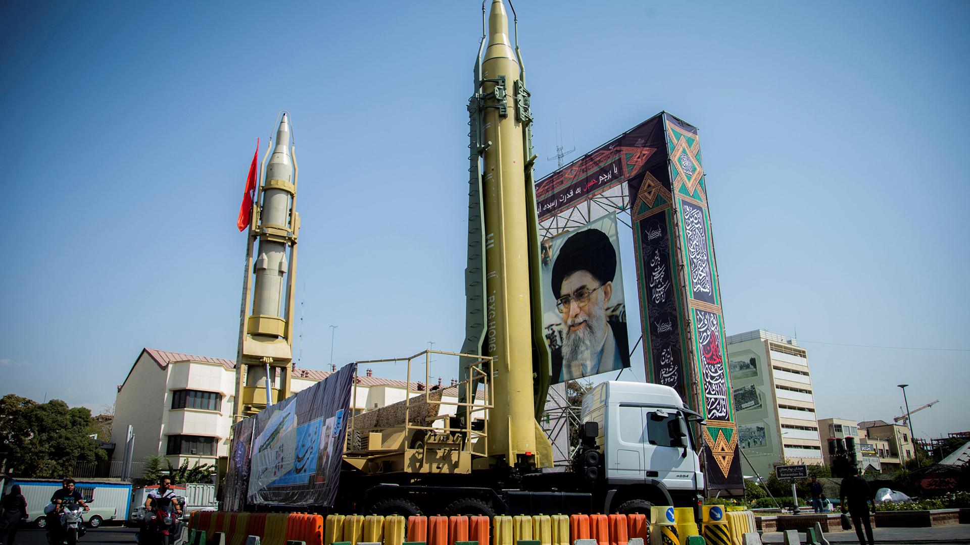 Irán desafía occidente con la presentación de nuevos misiles
