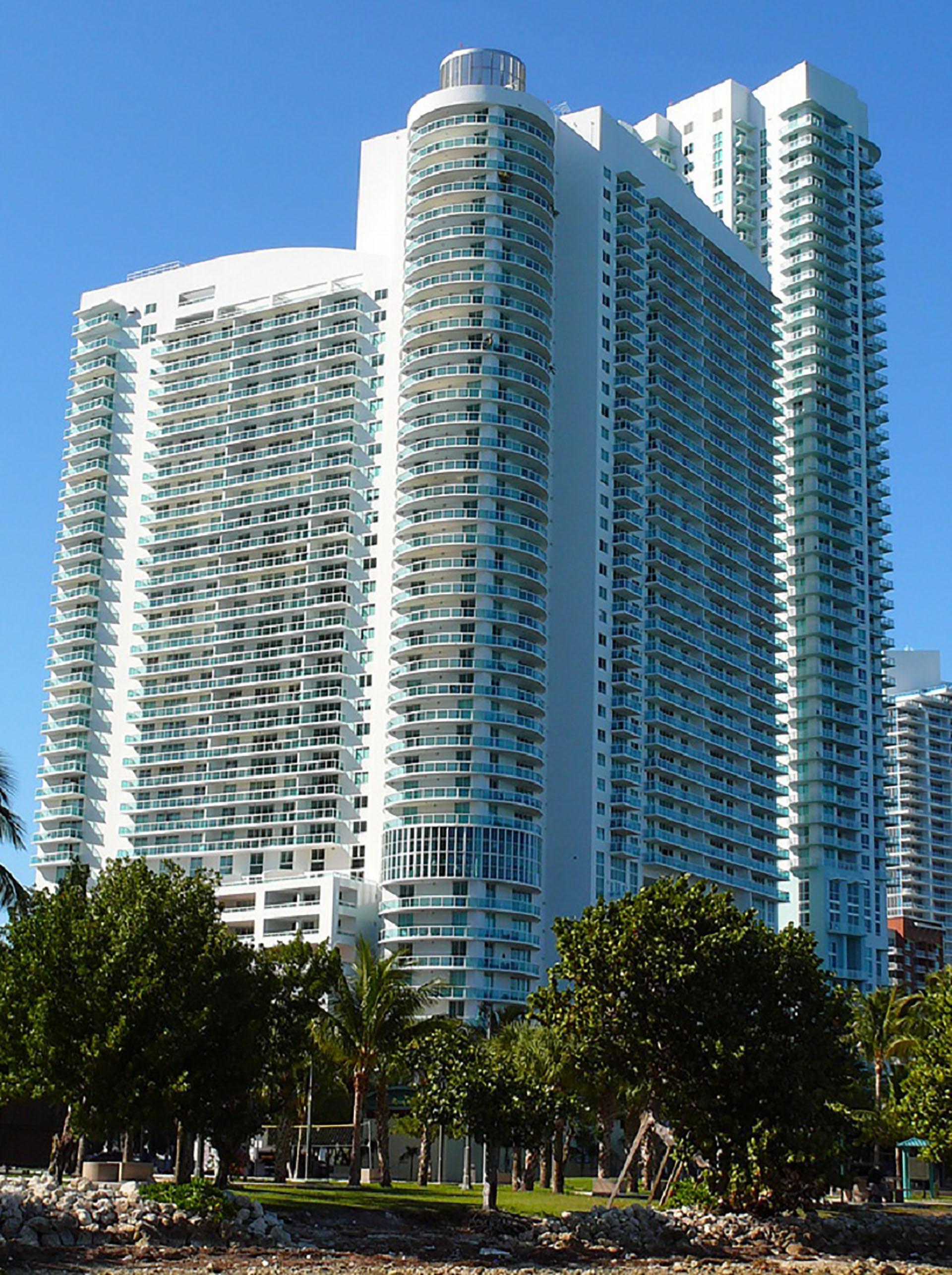 1800 Club Condominium