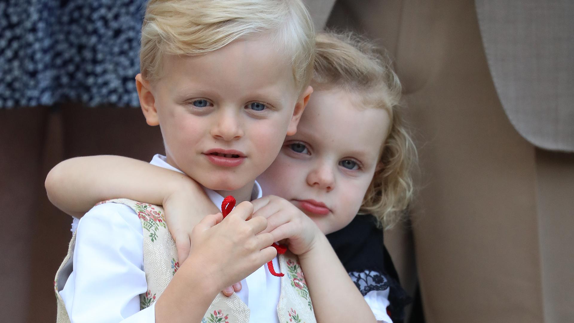 Los pequeños hermanos bailaron, cantaron y se mostraron inseparables