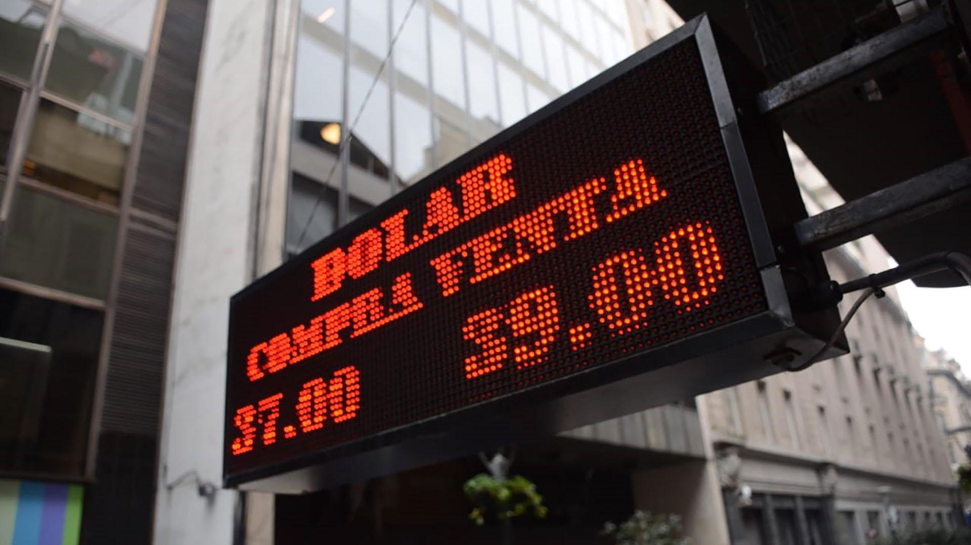 Las tasas de interés volvieron a presionar a la baja del dólar. (Franco Fafasuli)