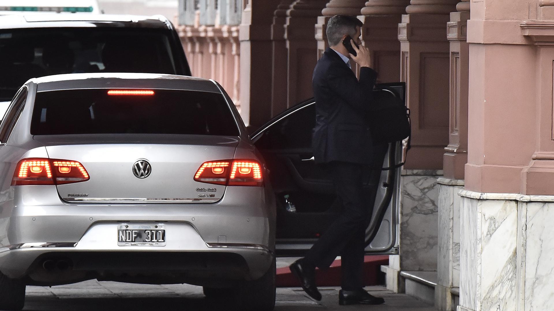 Marcos Peña llegó minutos después que el Presidente, que estuvo en la casa de Gobierno desde las 7:21