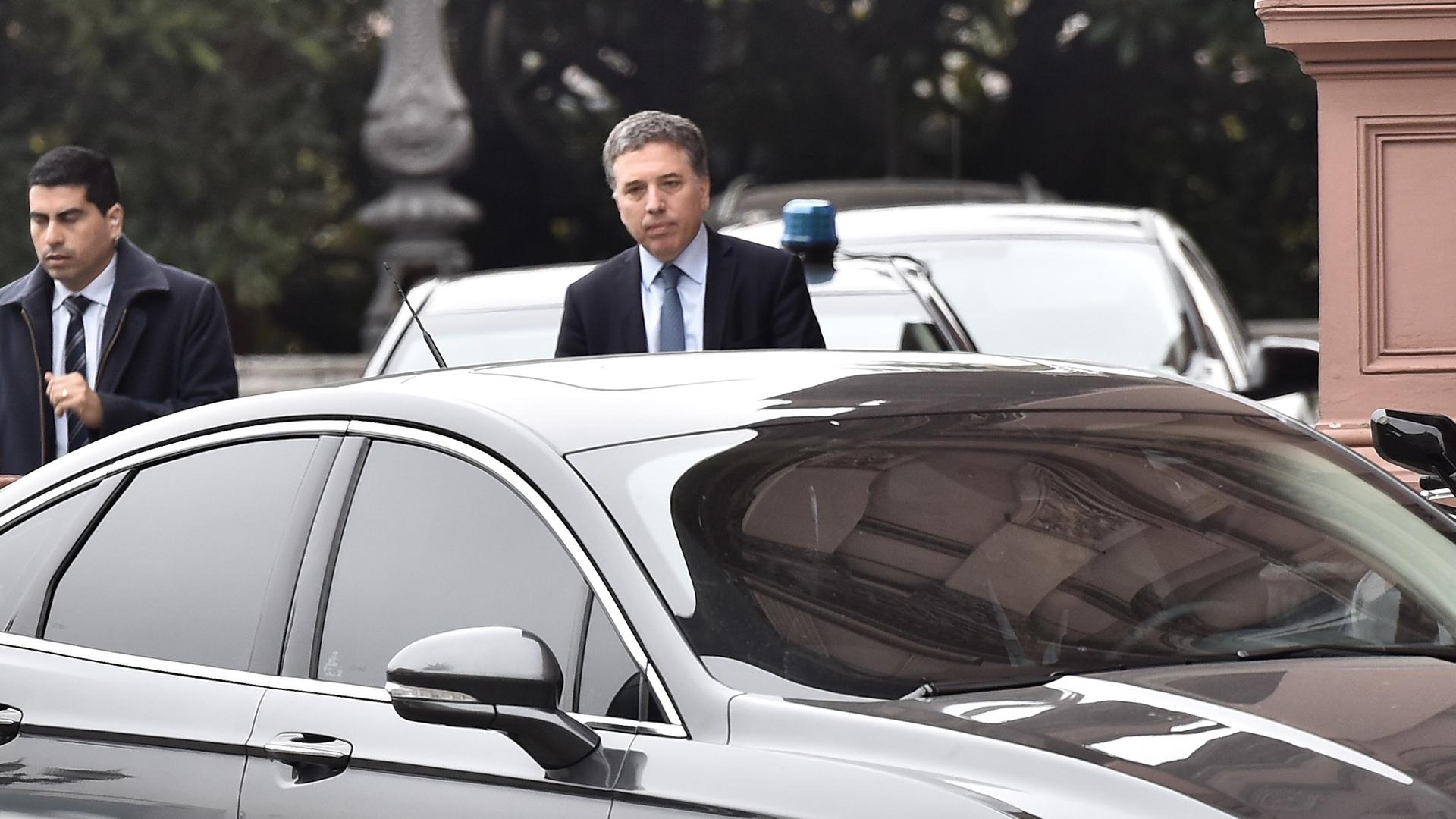 Nicolás Dujovne pasó por la Rosada antes de dar su conferenciadondedetallóel nuevo paquete de medidas económicas