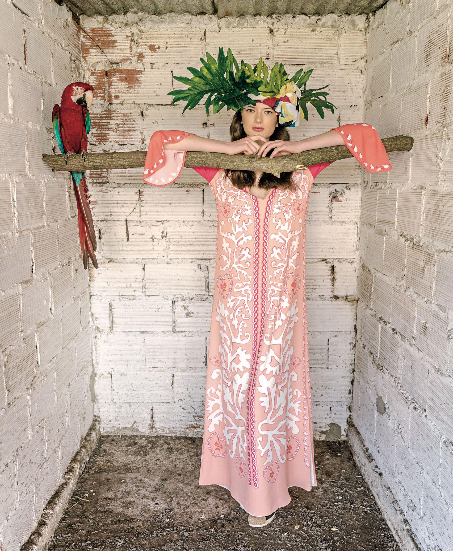 Túnica estampada conmangas a contratono($ 16.100, China by Antolin). Pañuelo en la cabeza a modo de turbante (Calandra).(Foto: Juan Jauregui/ Para Ti)