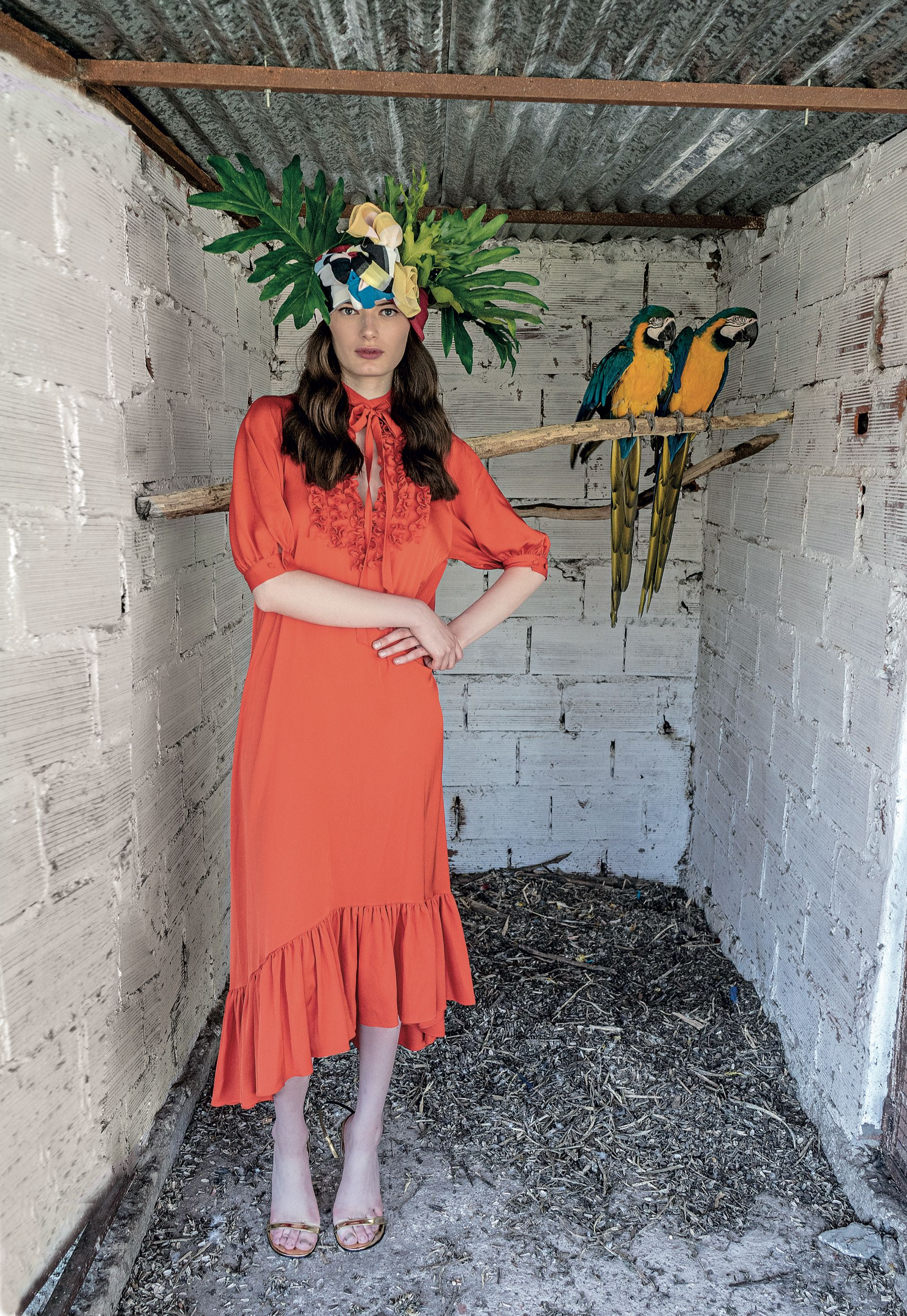 Vestido de seda natural y sandalias (Evangelina Bomparola).(Foto: Juan Jauregui/ Para Ti)