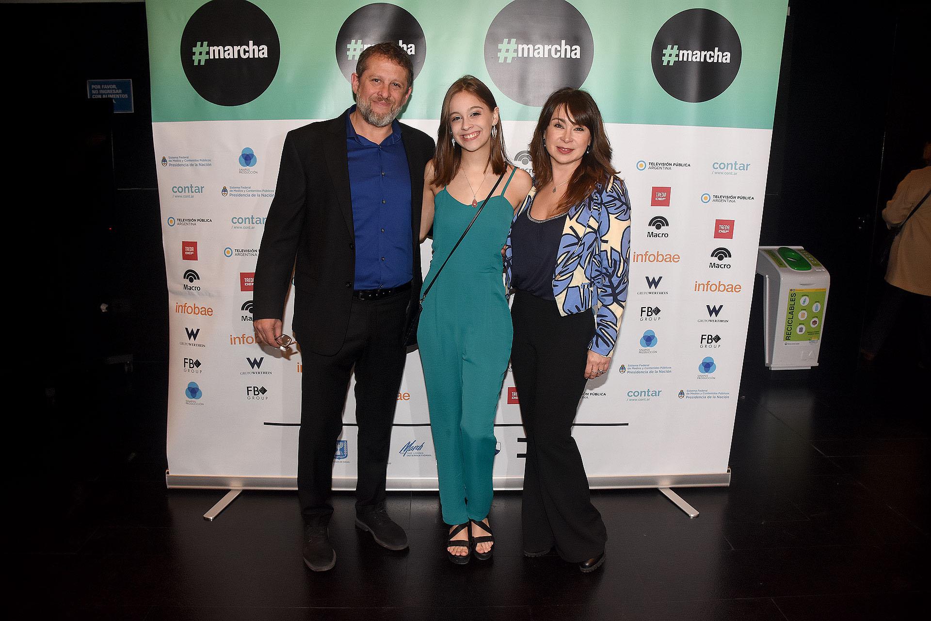 Marcos Gorbán junto a su mujer Silvina y su hija Camila Gorbán Acosta, quien participó del documental