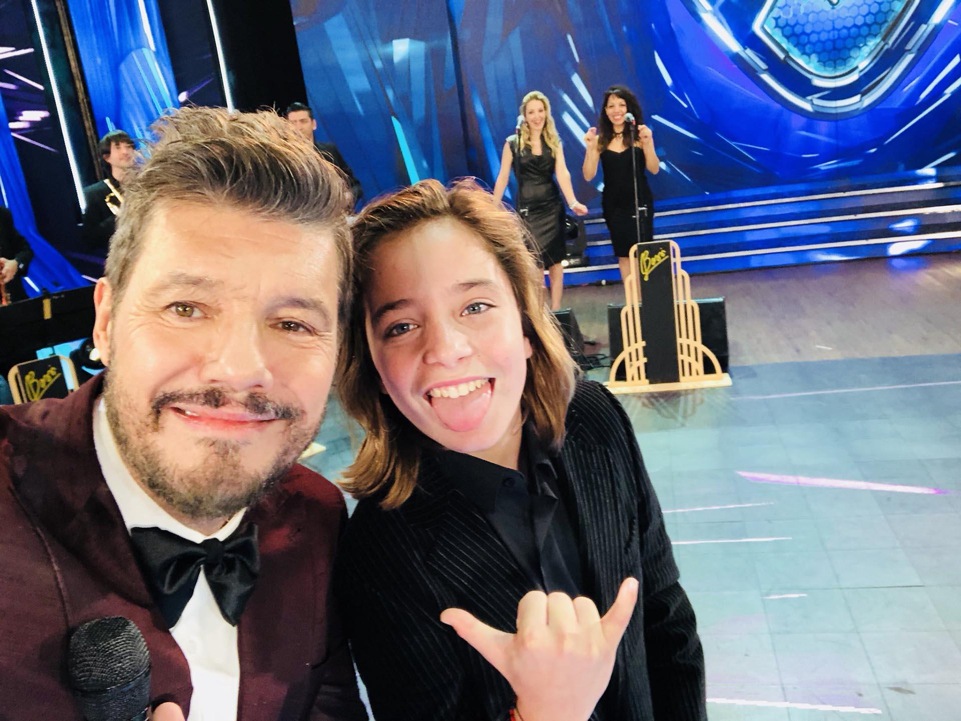 La selfie de Marcelo Tinelli con Izan Llunas