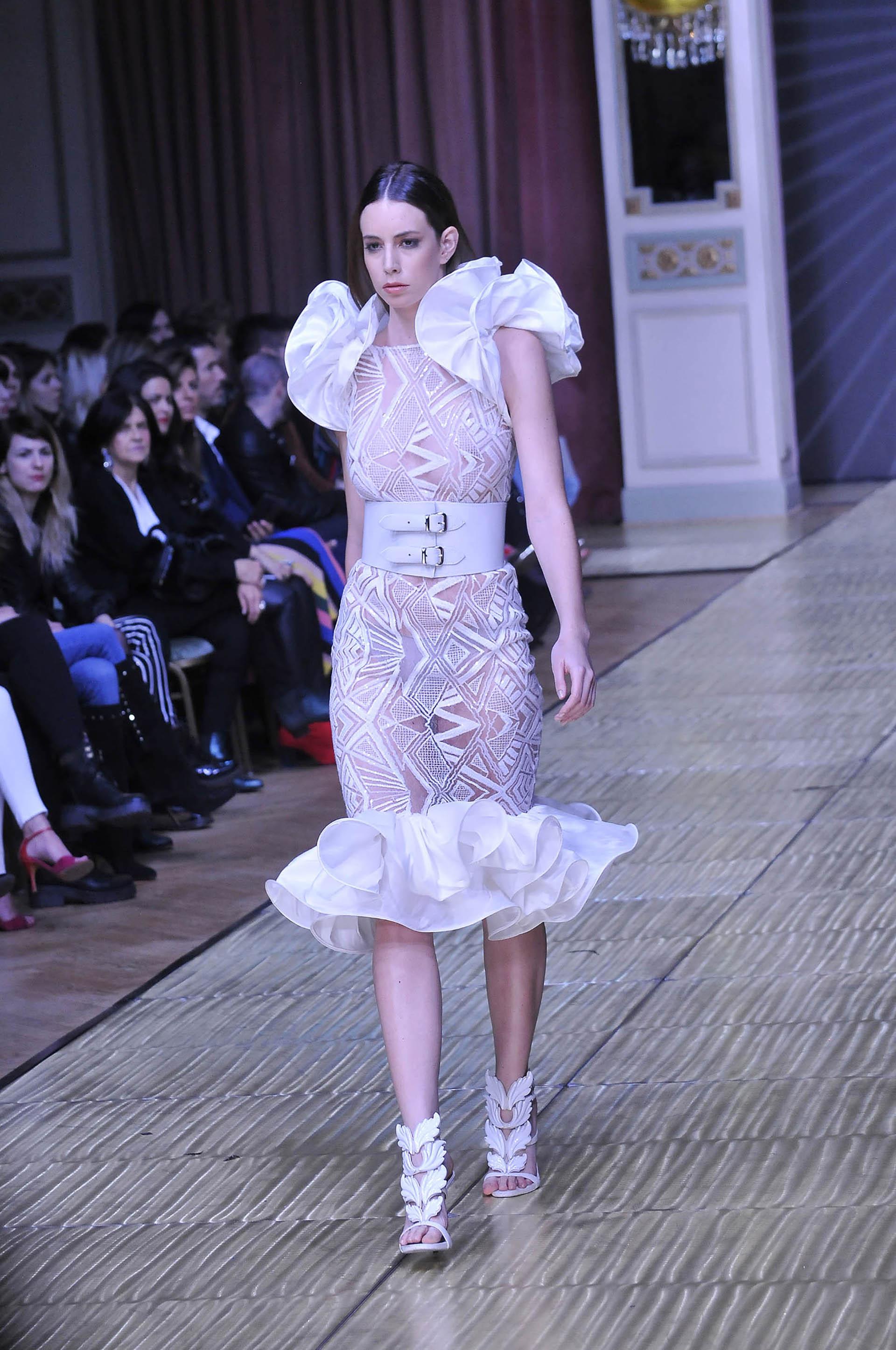 La diseñadora eligió volados y transparencias para los vestidos