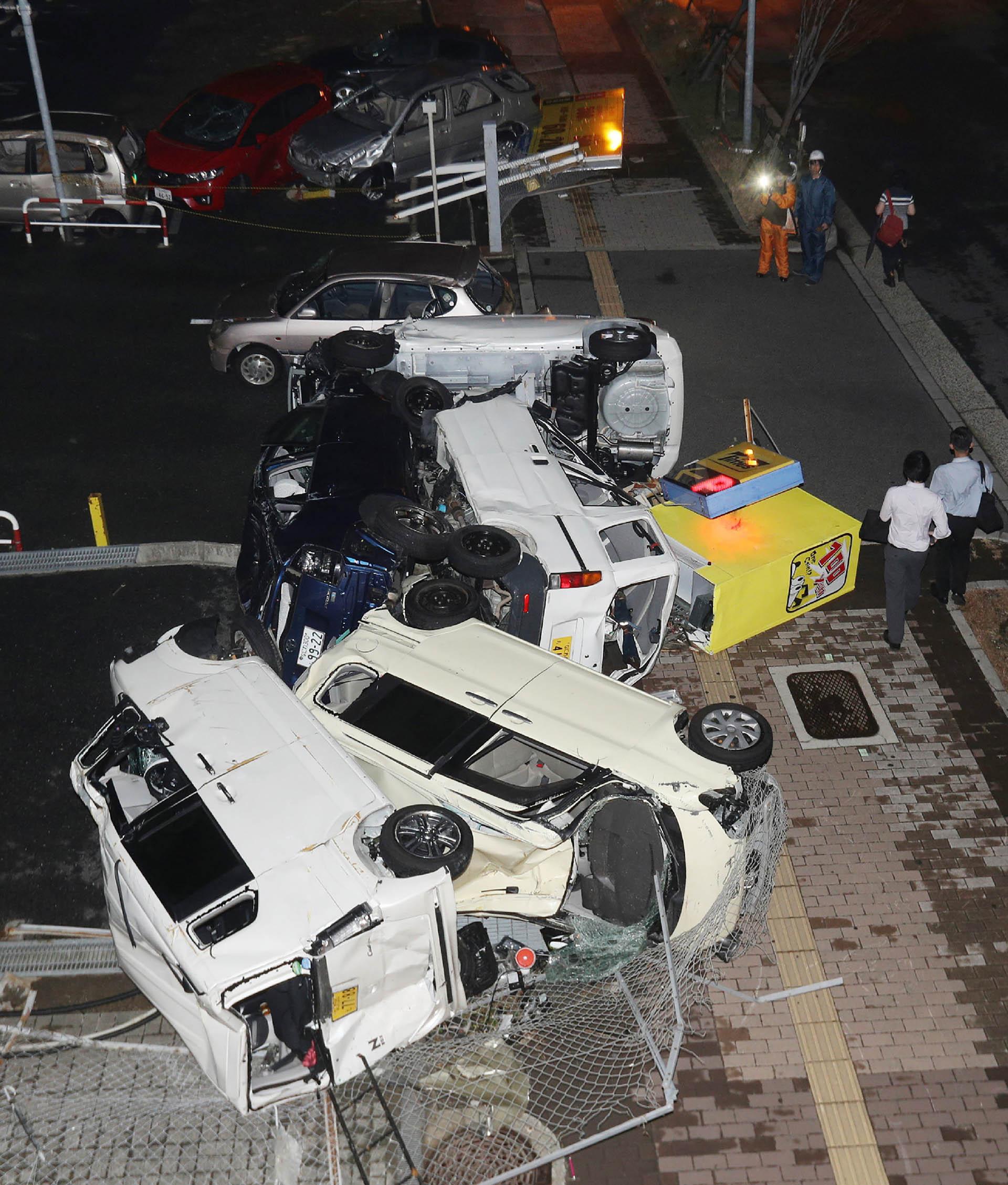 El tifón ya ha perdido algo de su fuerza y ahora es un temporal (AFP)