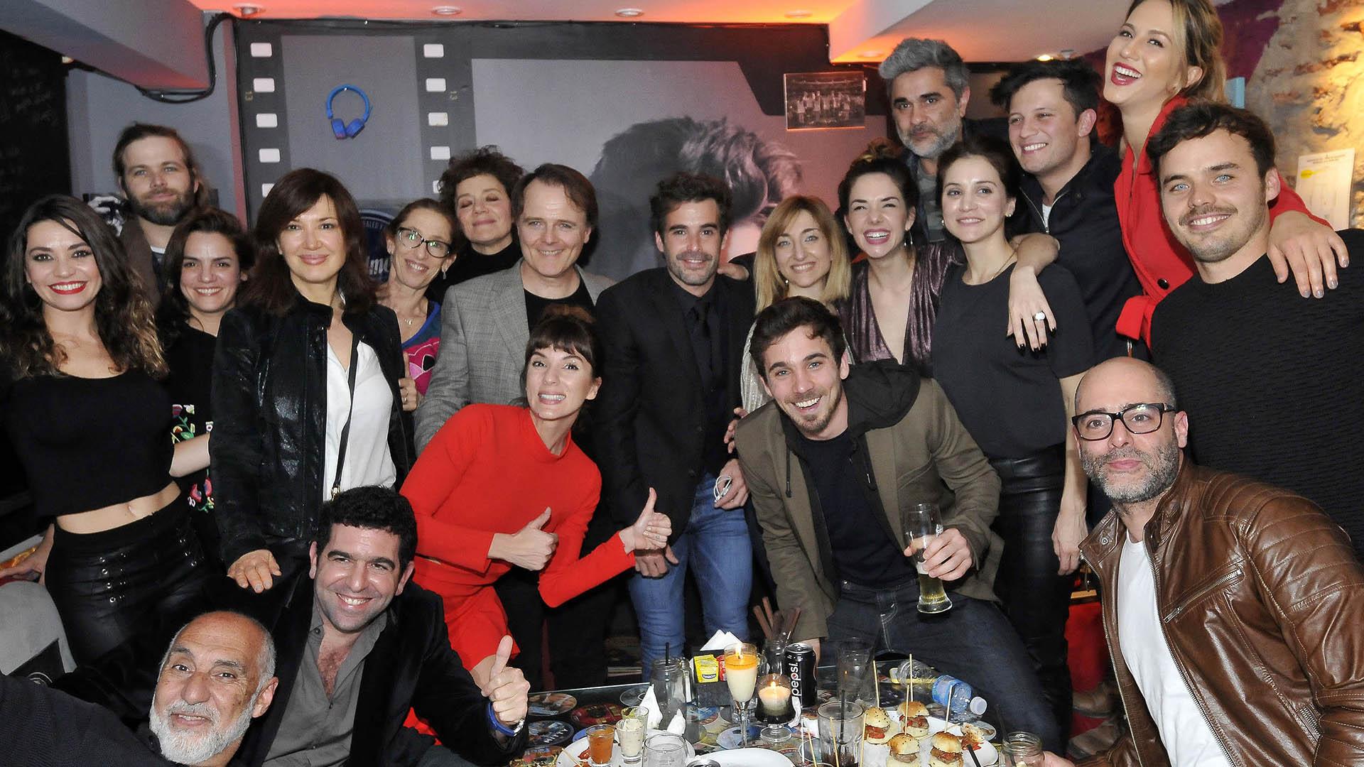 """El elenco de """"Mi hermano es un clon"""" se reunió para ver el estreno de la tira de Pol-ka"""
