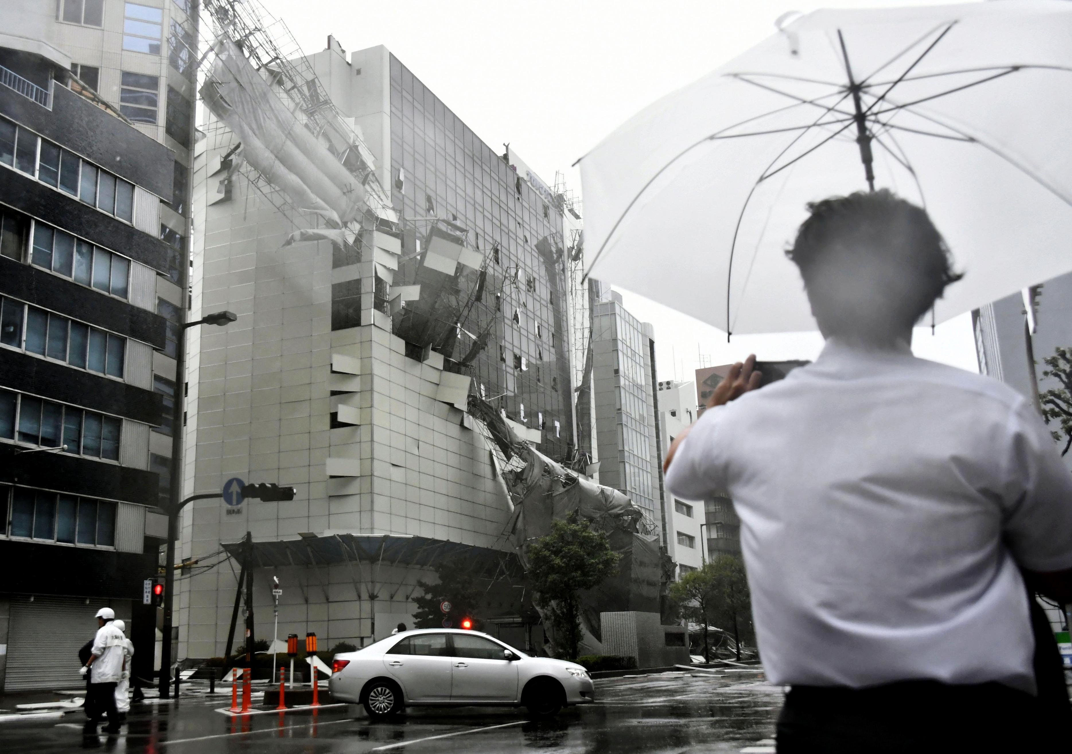 La ola de calor mató a 105 personas solo en Tokio. Las lluvias e inundaciones dejaron al menos 23 muertos entre junio y julio. En agosto, el tifón Jebi mató a 11 personas