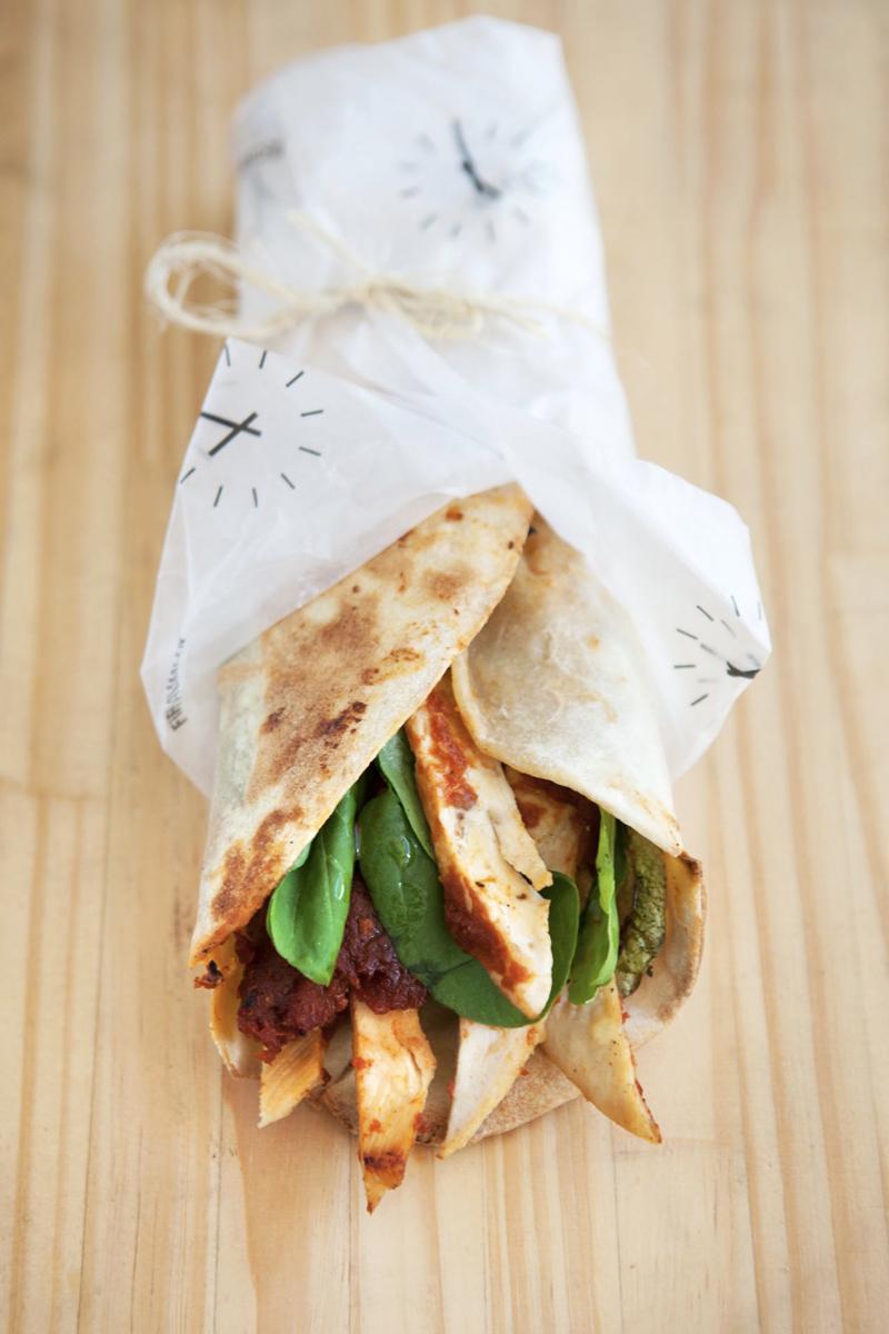 """""""Pollo de campo asado"""", una de las opciones ideales de Fifí Almacen para el almuerzo."""
