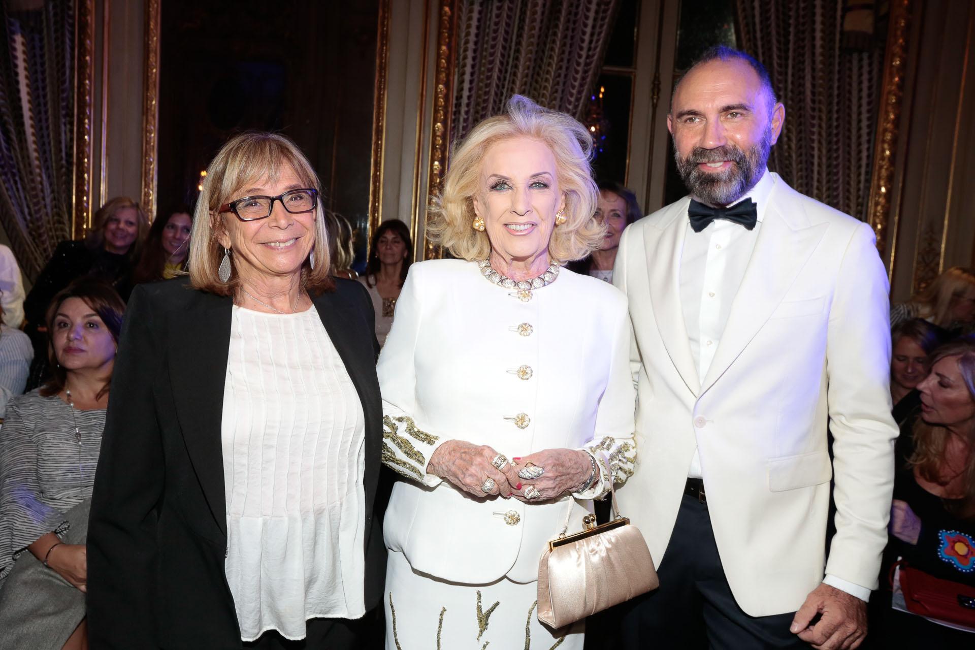 Mirtha Legrand y Gabriel Lage junto a Beatriz Resnik, de la Fundación Garrahan